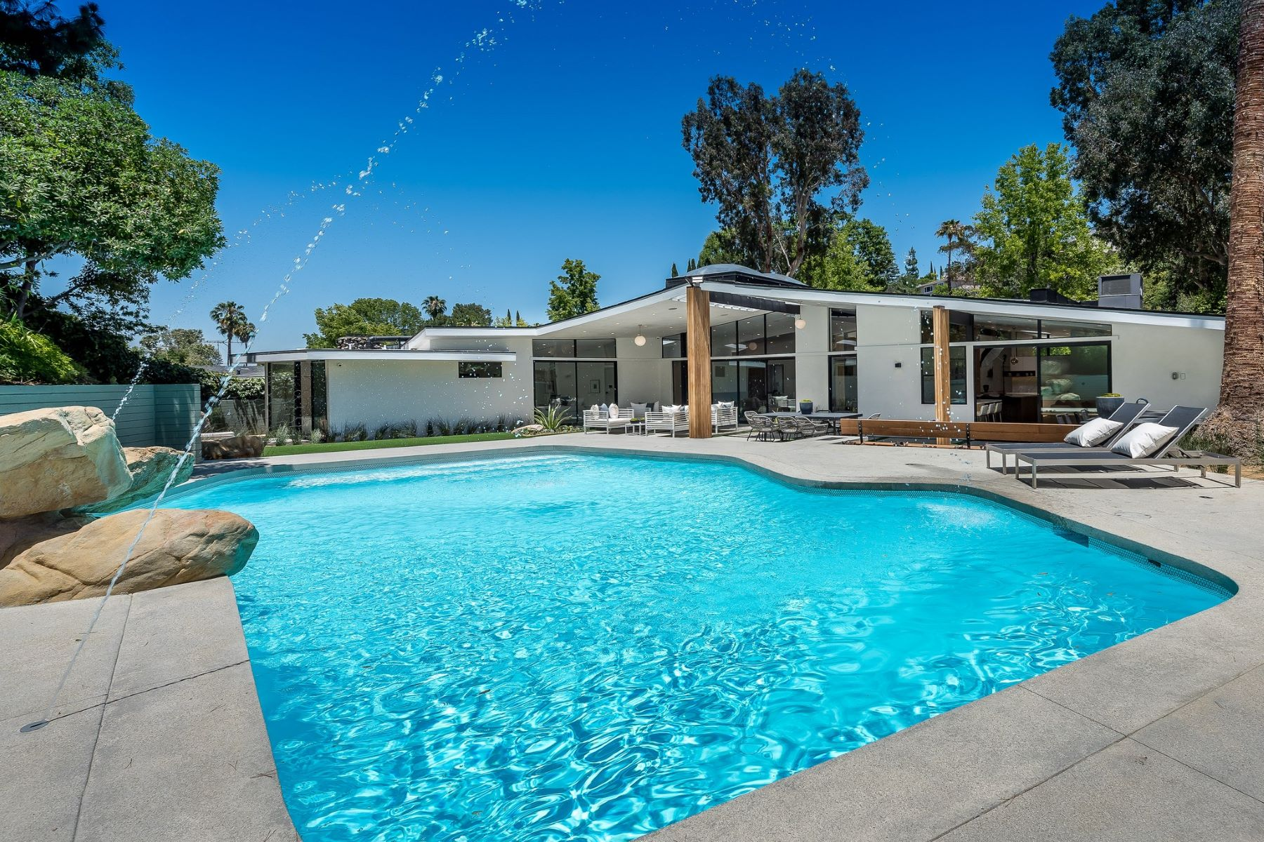 Additional photo for property listing at 4311 Noeline Ave  Encino, California 91436 United States