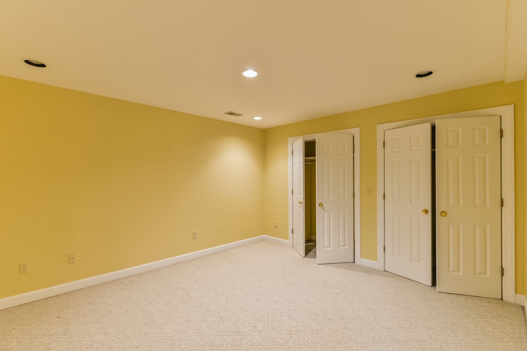 Additional photo for property listing at 303 Coralberry Road  Louisville, Kentucky 40207 United States