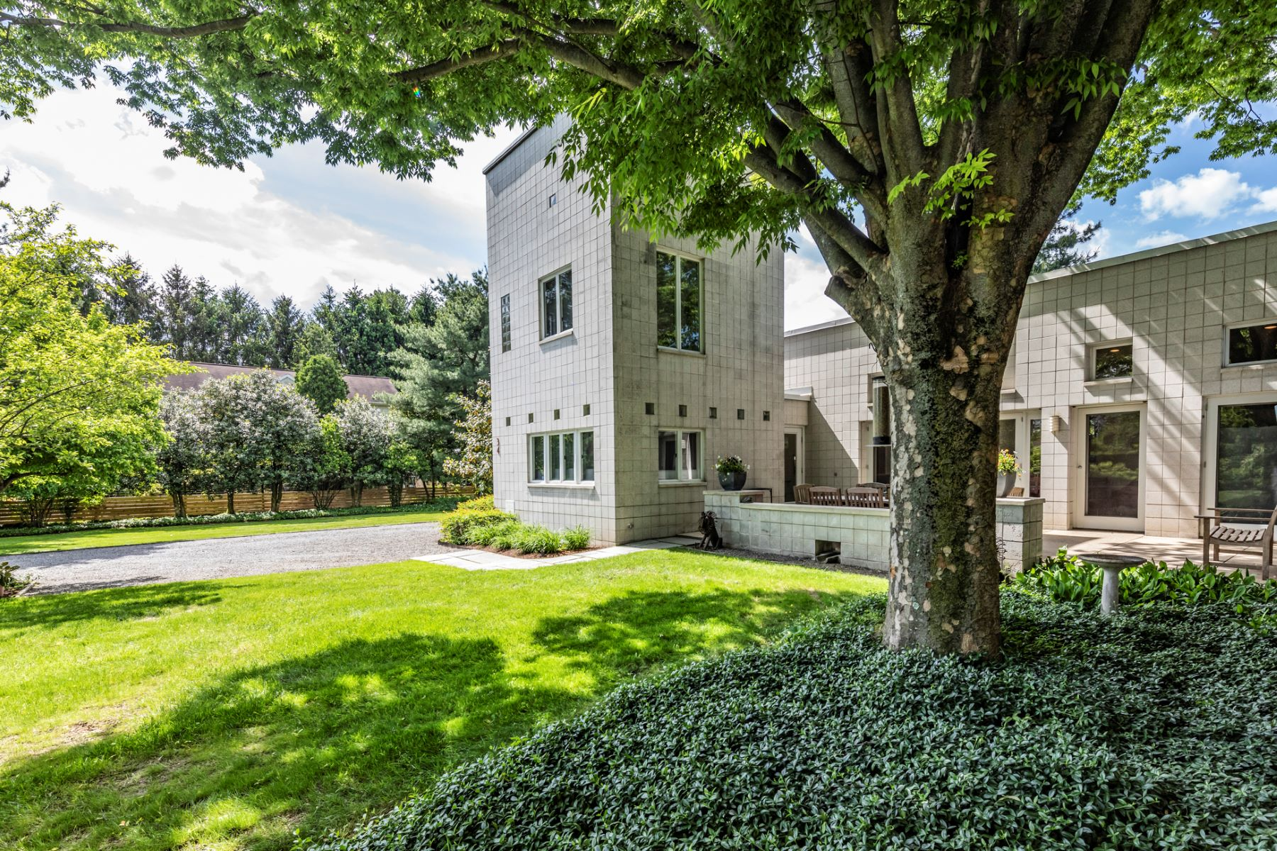 Additional photo for property listing at Award-Winning Masterpiece by Olcott + Schliemann 34 Oakland Street, Princeton, New Jersey 08540 United States