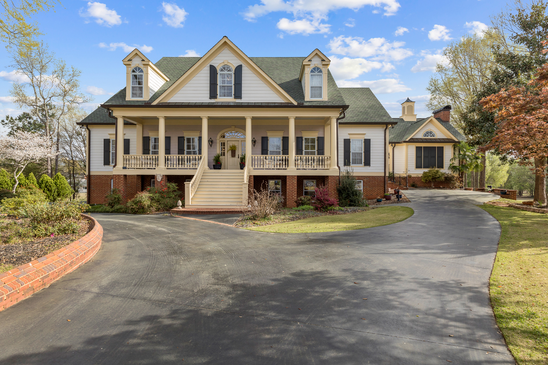 Single Family Homes for Sale at Stunning Architectural Beauty with Panoramic Golf Course Views 170 Isleworth Way Fayetteville, Georgia 30215 United States