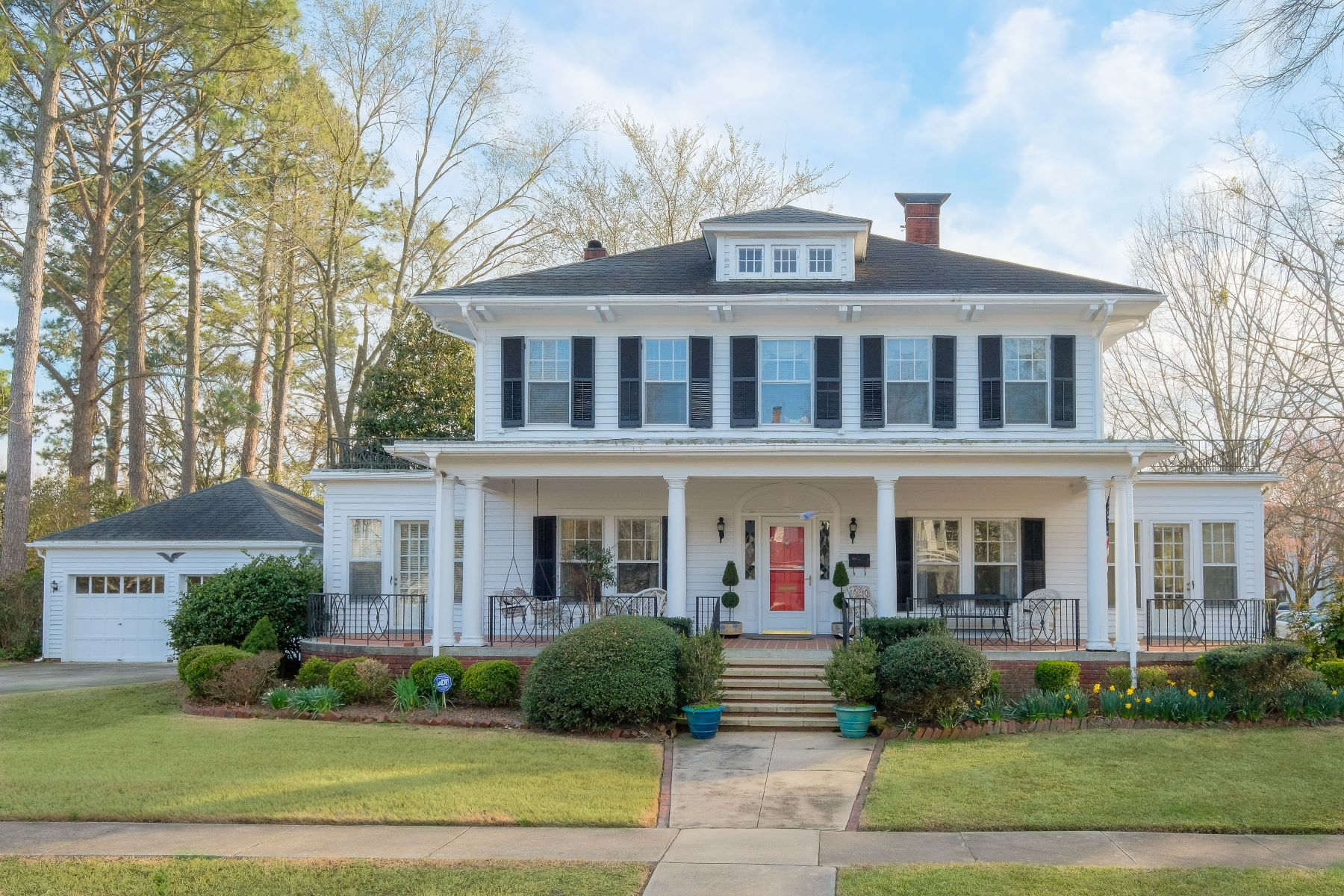 Single Family Homes for Sale at HANDSOME HISTORIC DISTRICT 119 W Church St Edenton, North Carolina 27932 United States