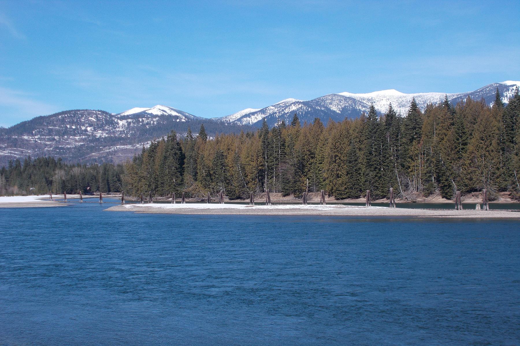 Terreno per Vendita alle ore Beautiful River Frontage w/Private Runway Lot 5 Derr Island Road, Clark Fork, Idaho, 83811 Stati Uniti