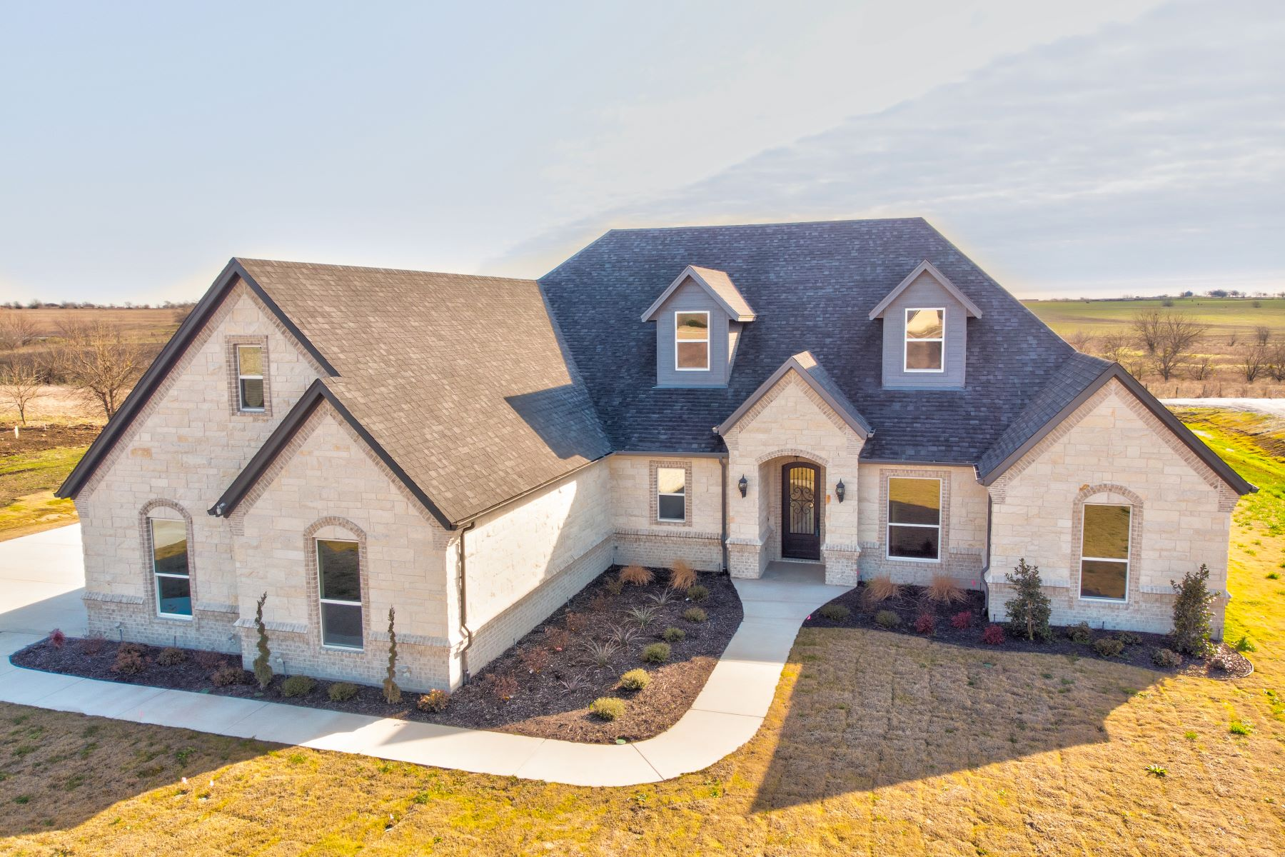 Single Family Homes for Sale at Luxurious new construction on over an acre in highly sought after Godley ISD 6300 Nobu Place Godley, Texas 76044 United States