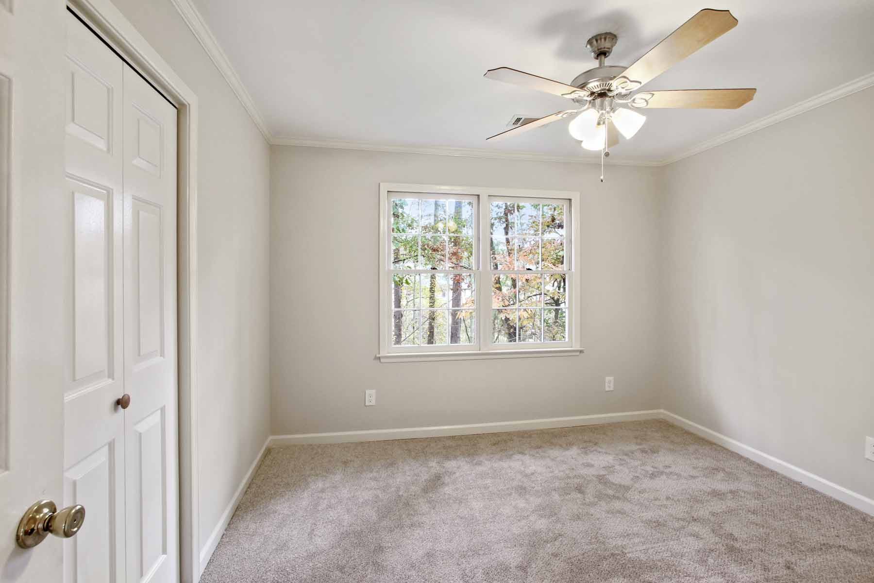Additional photo for property listing at Gorgeous Renovated Brick Traditional nestled On A Prime Cul-de-sac Lot! 3879 Wintergreen Ct Marietta, Georgia 30062 United States