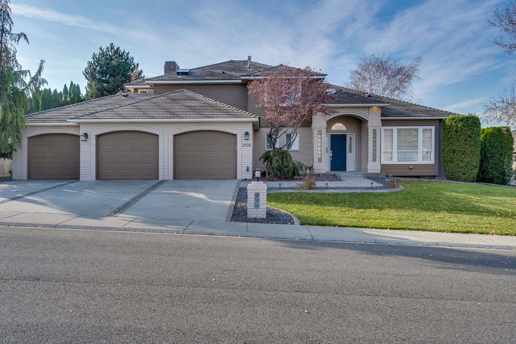 Single Family Homes por un Venta en Gorgeoous & Extended Yard with Private Greenbelt 3506 W 36th Loop Kennewick, Washington 99337 Estados Unidos