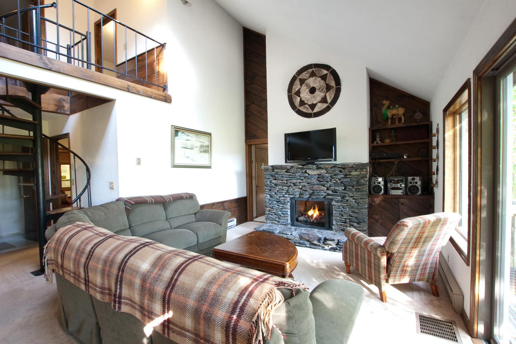 Single Family Homes for Sale at Beautiful Home with Hot Tub Room 1992 East Mountain Rd Killington, Vermont 05751 United States