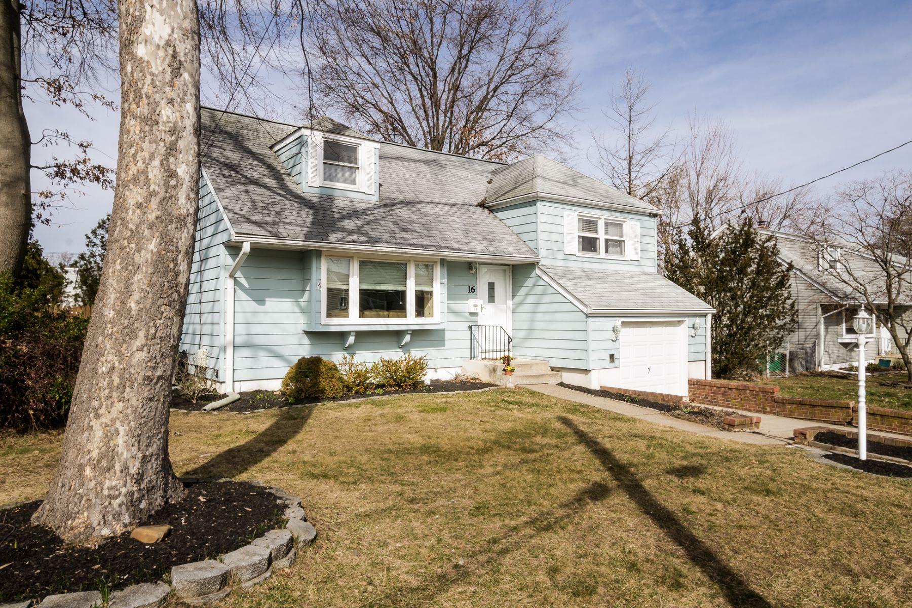 Maison unifamiliale pour l Vente à Charming Sunset Manor House 16 Tekening Way Hamilton, New Jersey 08690 États-Unis