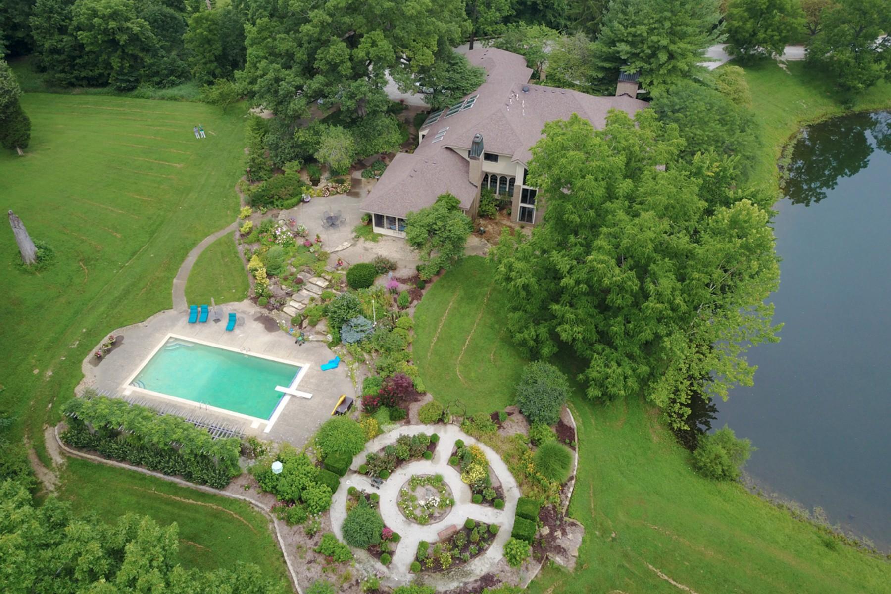 Single Family Homes 为 销售 在 Scenic 60 Acre Equestrian Estate 2225 E Maple Turn Road Martinsville, 印第安纳州 46151 美国