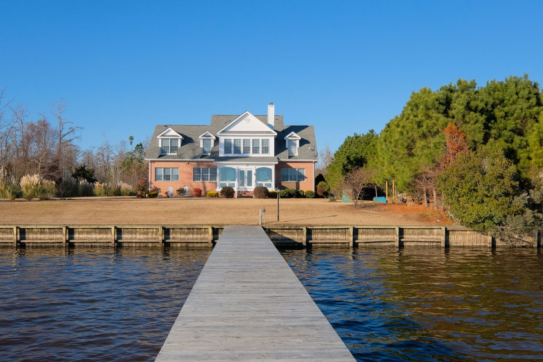 Single Family Home for Sale at SPACIOUS WATERFRONT HOME 144 Osprey Dr Edenton, North Carolina 27932 United States