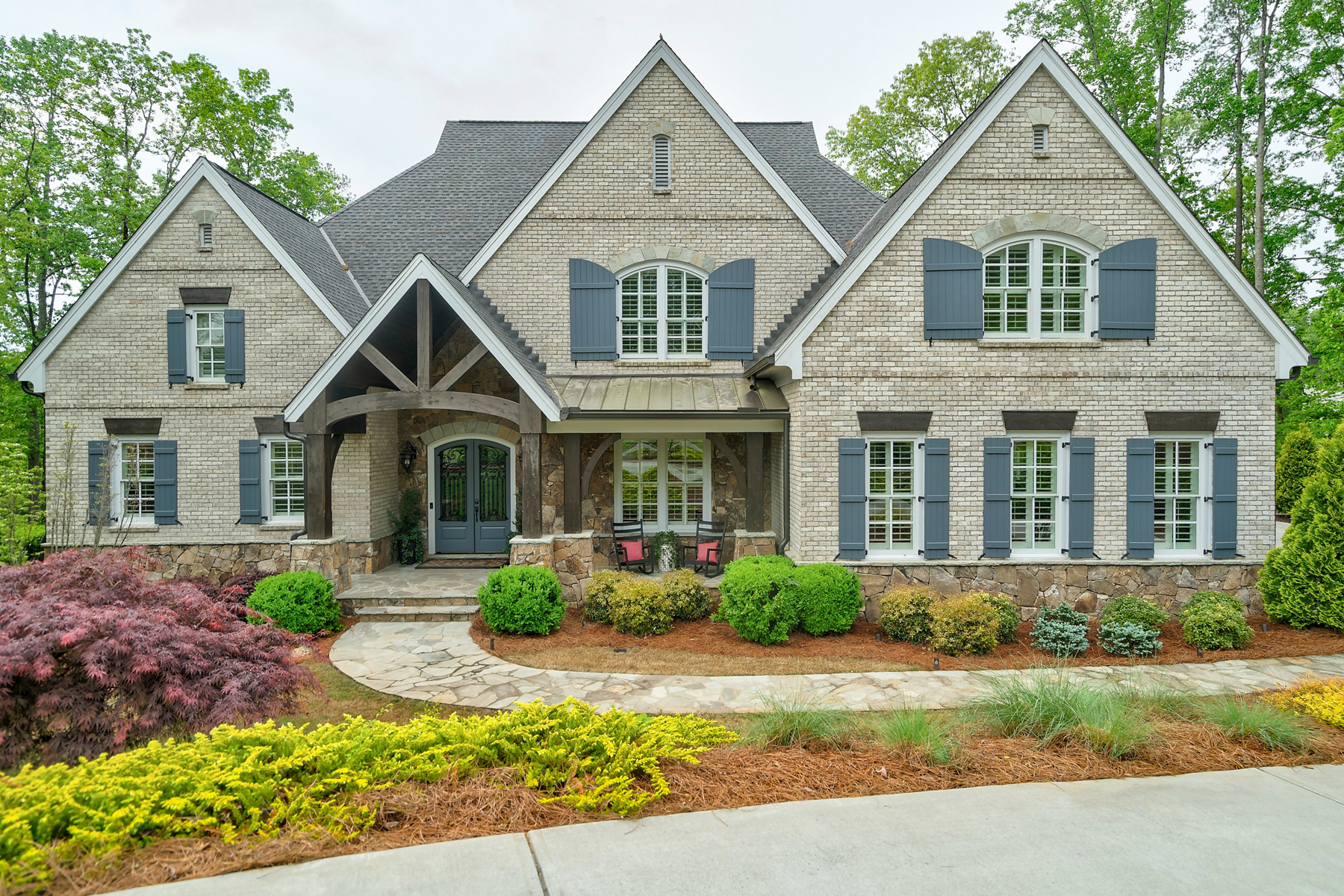 Single Family Homes のために 売買 アット Custom Brick And Stone Home In River Club 4971 Roaring Fork Pass, Suwanee, ジョージア 30024 アメリカ