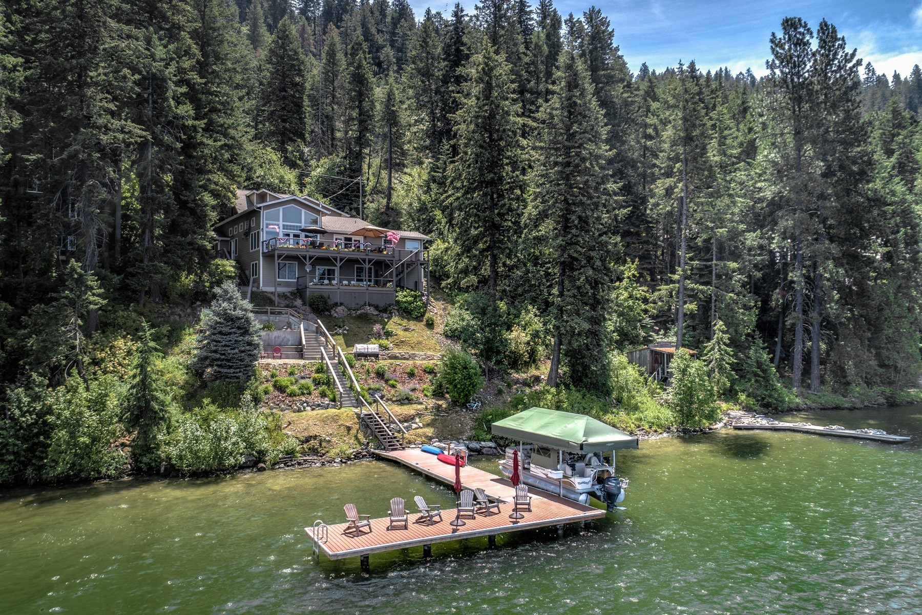 Single Family Homes por un Venta en Scenic Bottle Bay Home 3765 Bottle Bay Rd Sagle, Idaho 83860 Estados Unidos