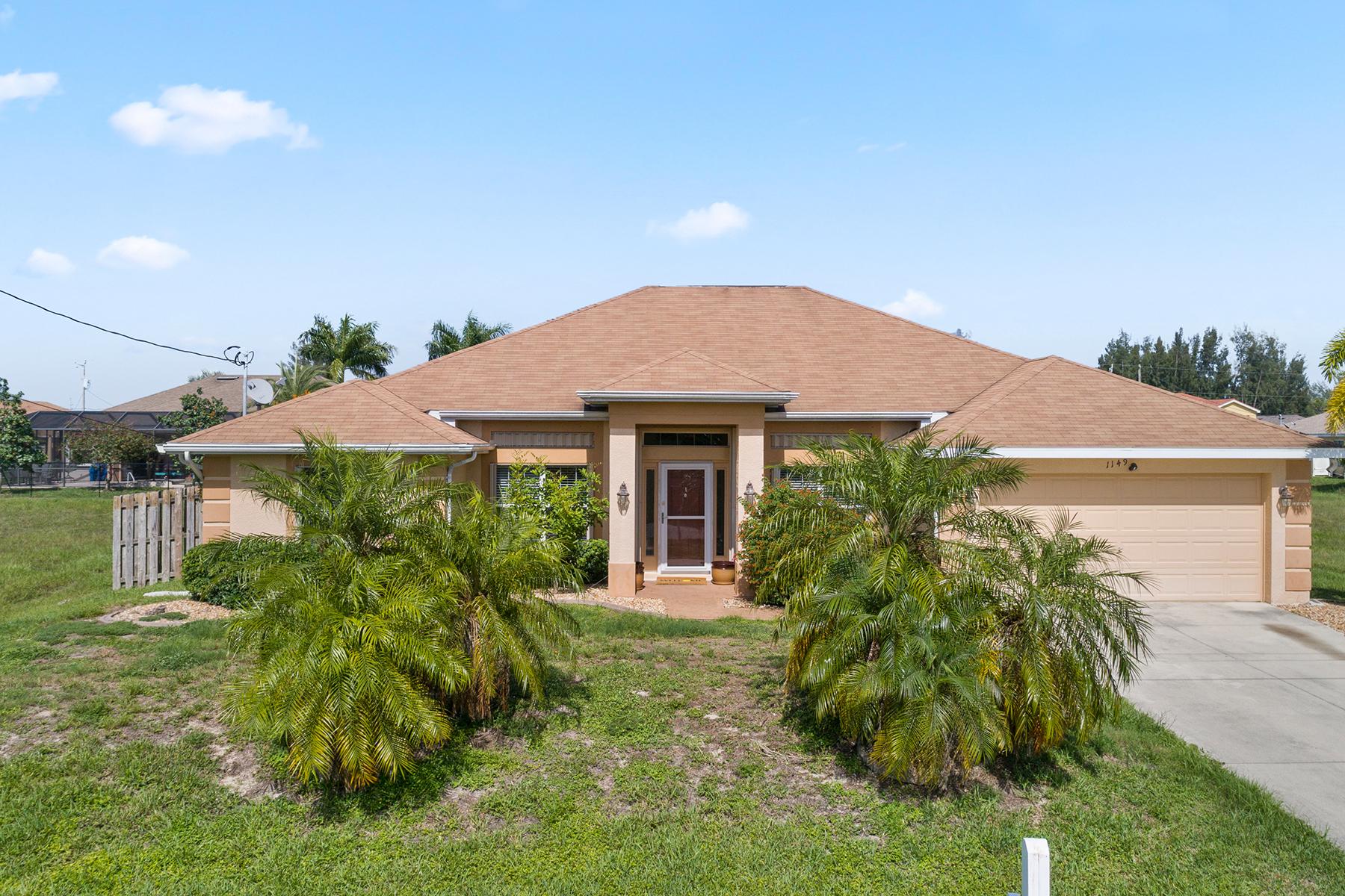 Single Family Homes por un Venta en 1149 27th 1149 NW 27th Ct Cape Coral, Florida 33993 Estados Unidos