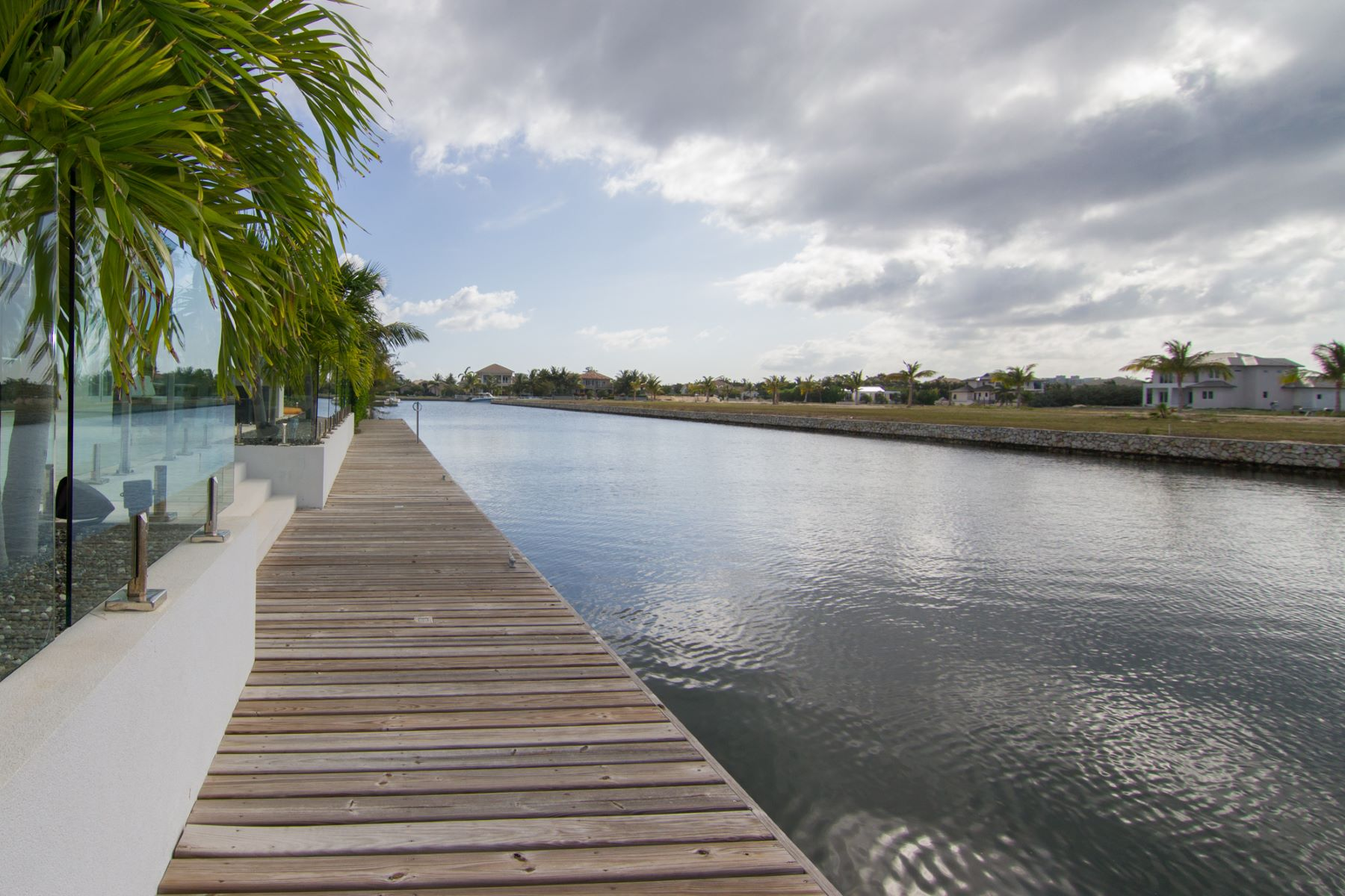 Additional photo for property listing at Waterford Quay Crystal Harbour,  Cayman Islands