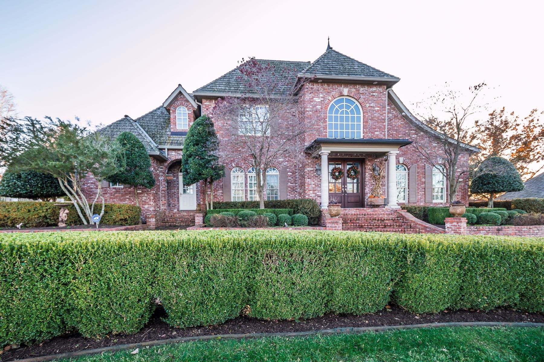 Single Family Homes for Sale at 4 S Mission Hills Circle 4 Mission Hills Circle Rogers, Arkansas 72758 United States