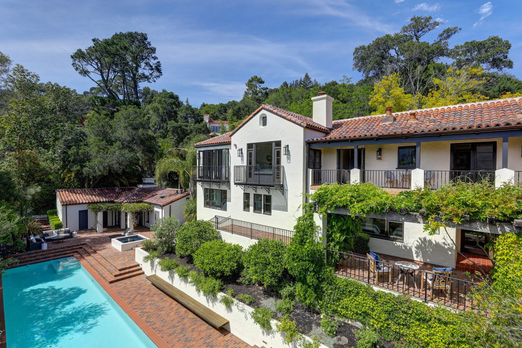 Single Family Homes for Active at Private, Newly Rebuilt Del Mesa Estate 111 Hill Drive Kentfield, California 94904 United States