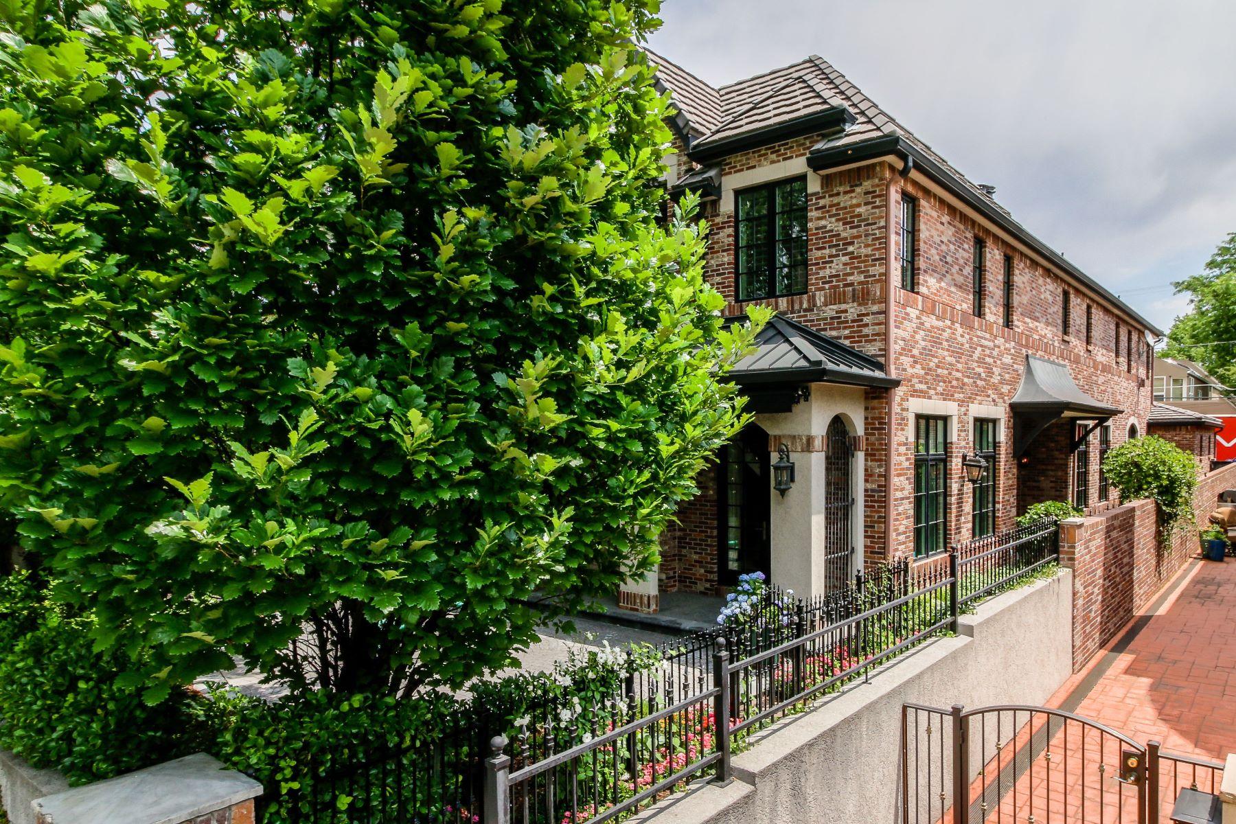 Casa para uma família para Venda às 420 Clayton St Denver, Colorado, 80206 Estados Unidos