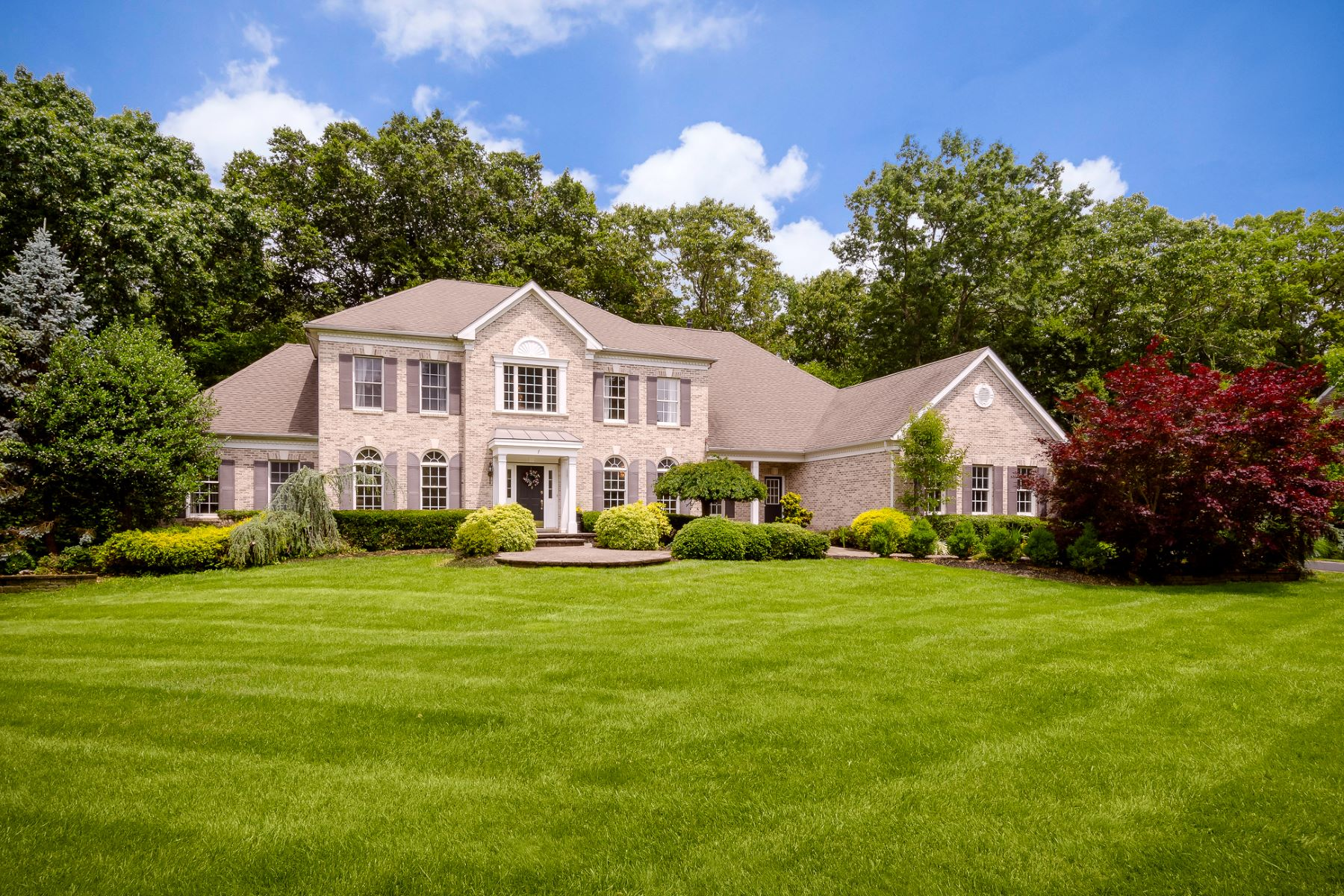Property para Venda às Stately Brick Front Colonial 7 Shady Brook Lane, Cranbury, Nova Jersey 08512 Estados Unidos