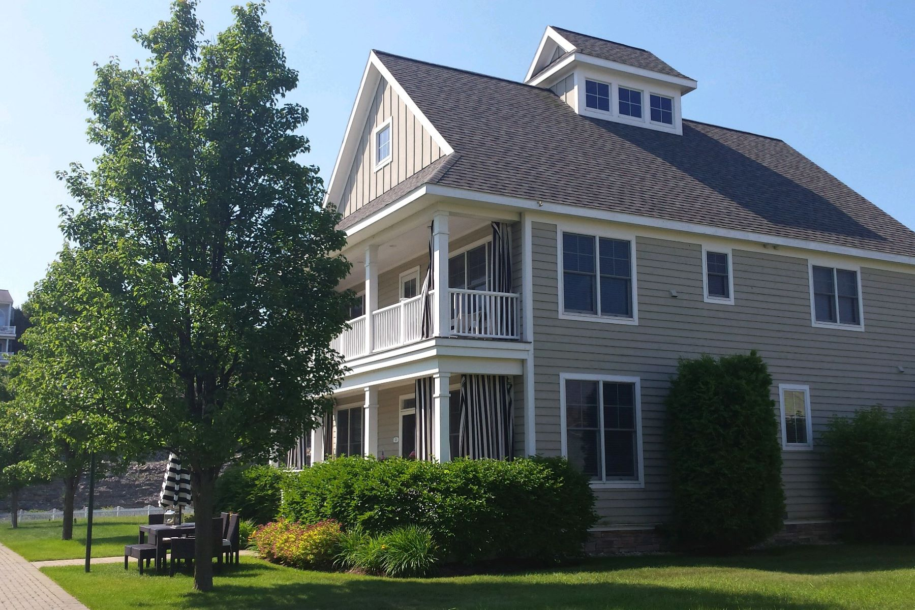 Single Family Homes for Active at Charming Cottage in Bay Harbor, Michigan 748 Sunset Way Bay Harbor, Michigan 49770 United States