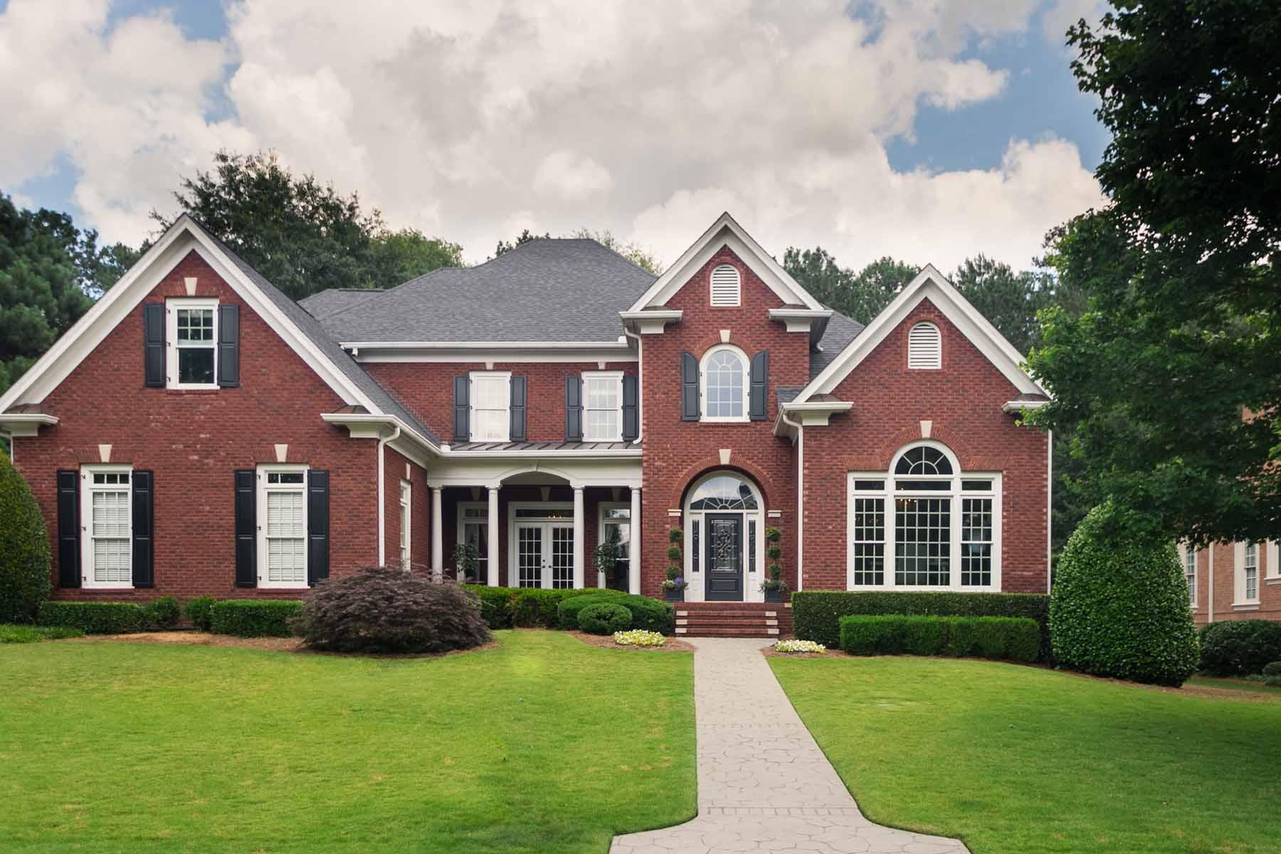Maison unifamiliale pour l Vente à 140 High Bluff Court Johns Creek, Georgia, 30097 États-Unis