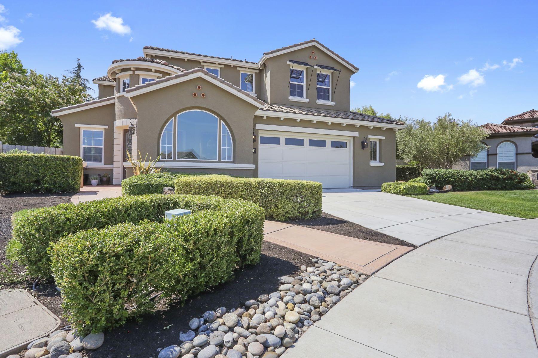 Einfamilienhaus für Verkauf beim Gorgeous Former Model Home 1172 Glen Abbey Court Manteca, Kalifornien 95336 Vereinigte Staaten