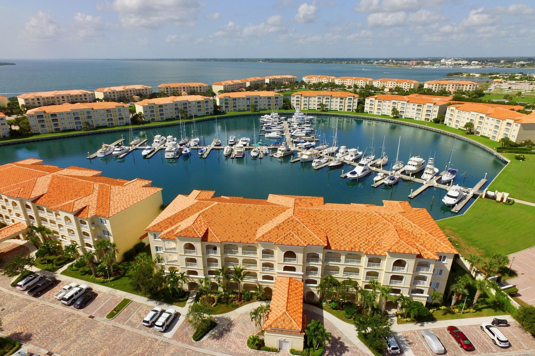 Condominio por un Venta en Stunning Marina Views from Harbour Isle 10 Harbour Isle Drive # 304 Fort Pierce, Florida, 34949 Estados Unidos