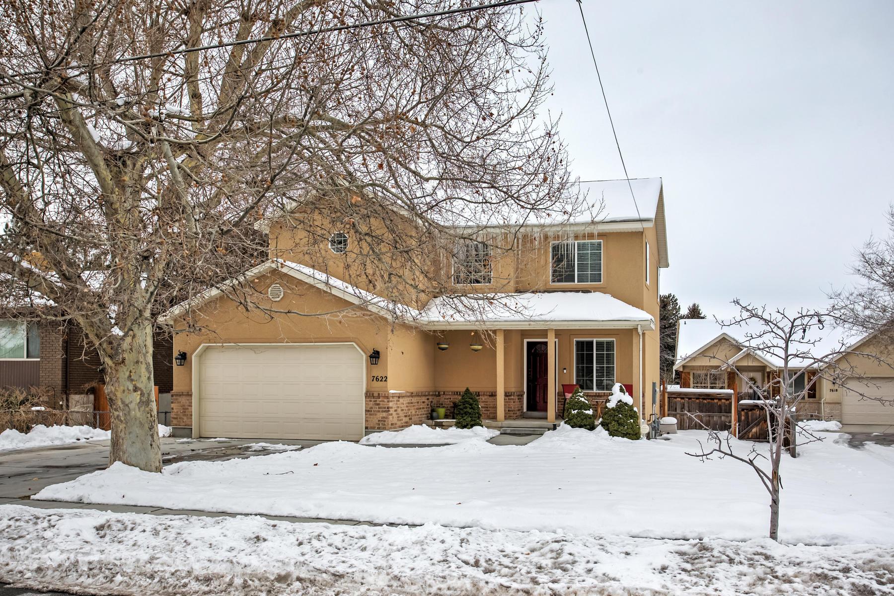 Частный односемейный дом для того Продажа на Immaculate and Centrally Located Home 7622 South 1000 East, Midvale, Юта, 84047 Соединенные Штаты