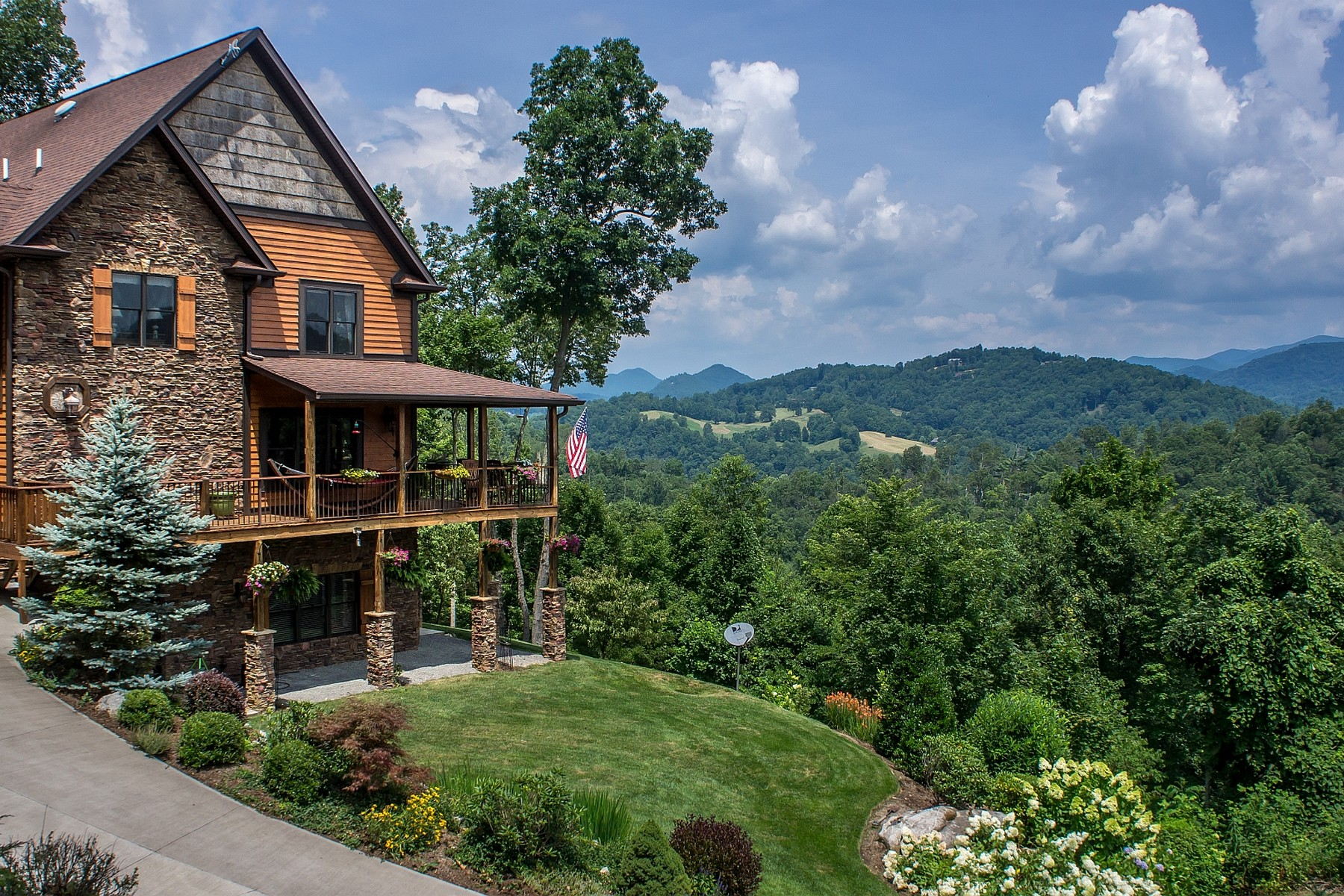 Casa Unifamiliar por un Venta en Spectacular Mountain Chalet 710 Gordon Ridge Road Butler, Tennessee 37640 Estados Unidos