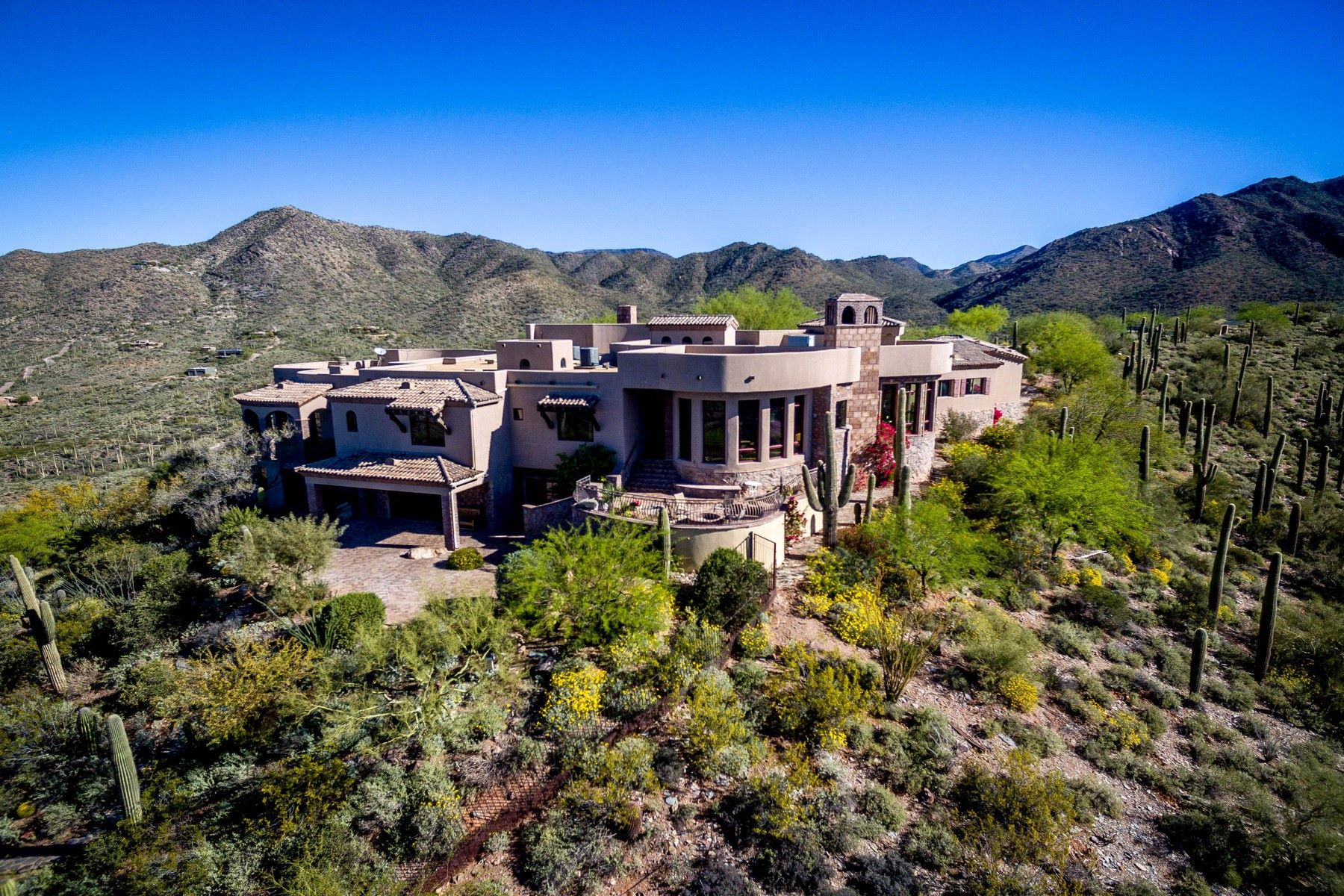 Vivienda unifamiliar por un Venta en Phoenix area's most secluded and private gated mountaintop estate 42820 N Fleming Springs Rd Cave Creek, Arizona, 85331 Estados Unidos