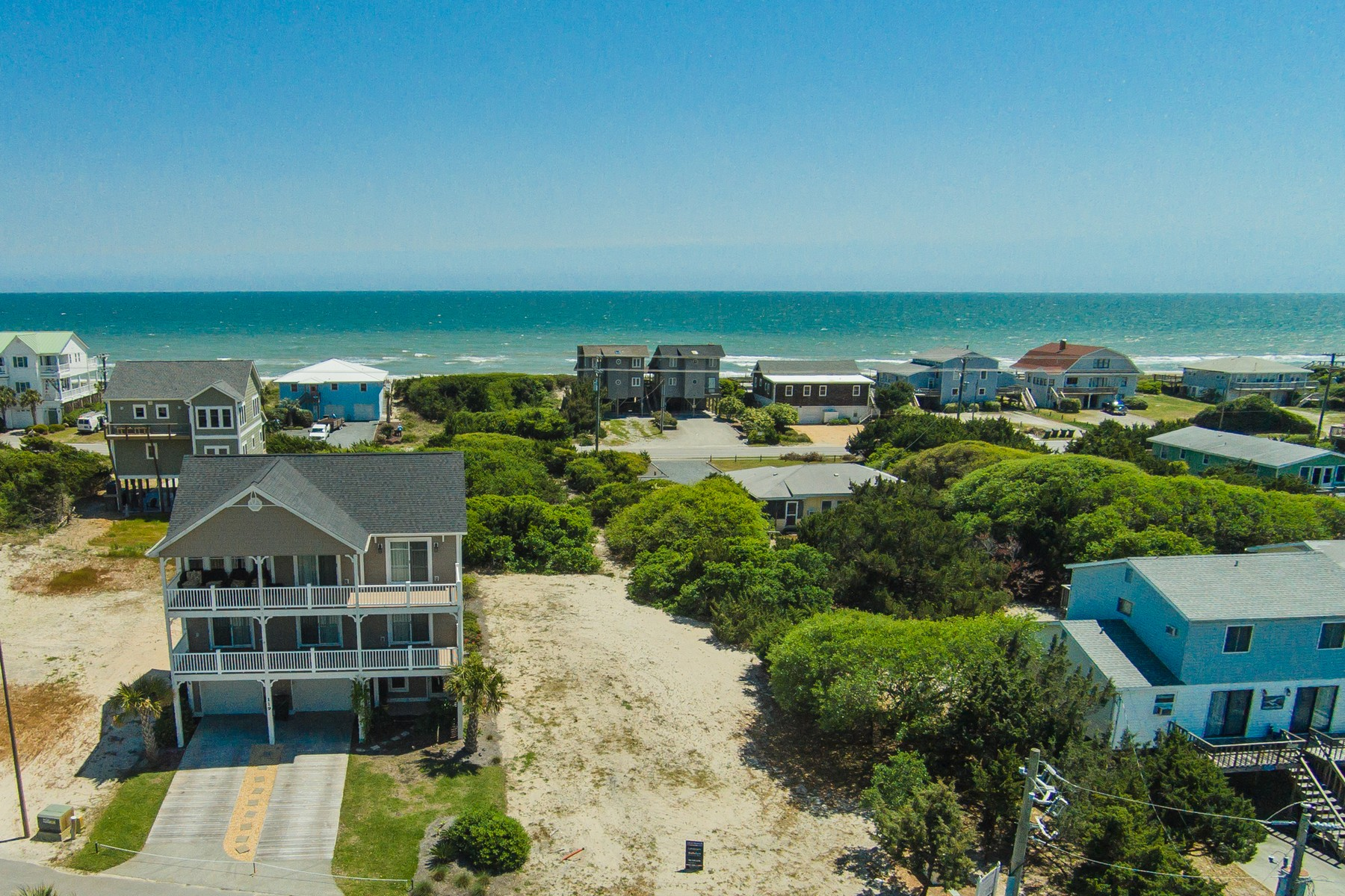 أراضي للـ Sale في Topsail Island Lot With Dock 121 Bridgers Ave., Topsail Beach, North Carolina, 28445 United States