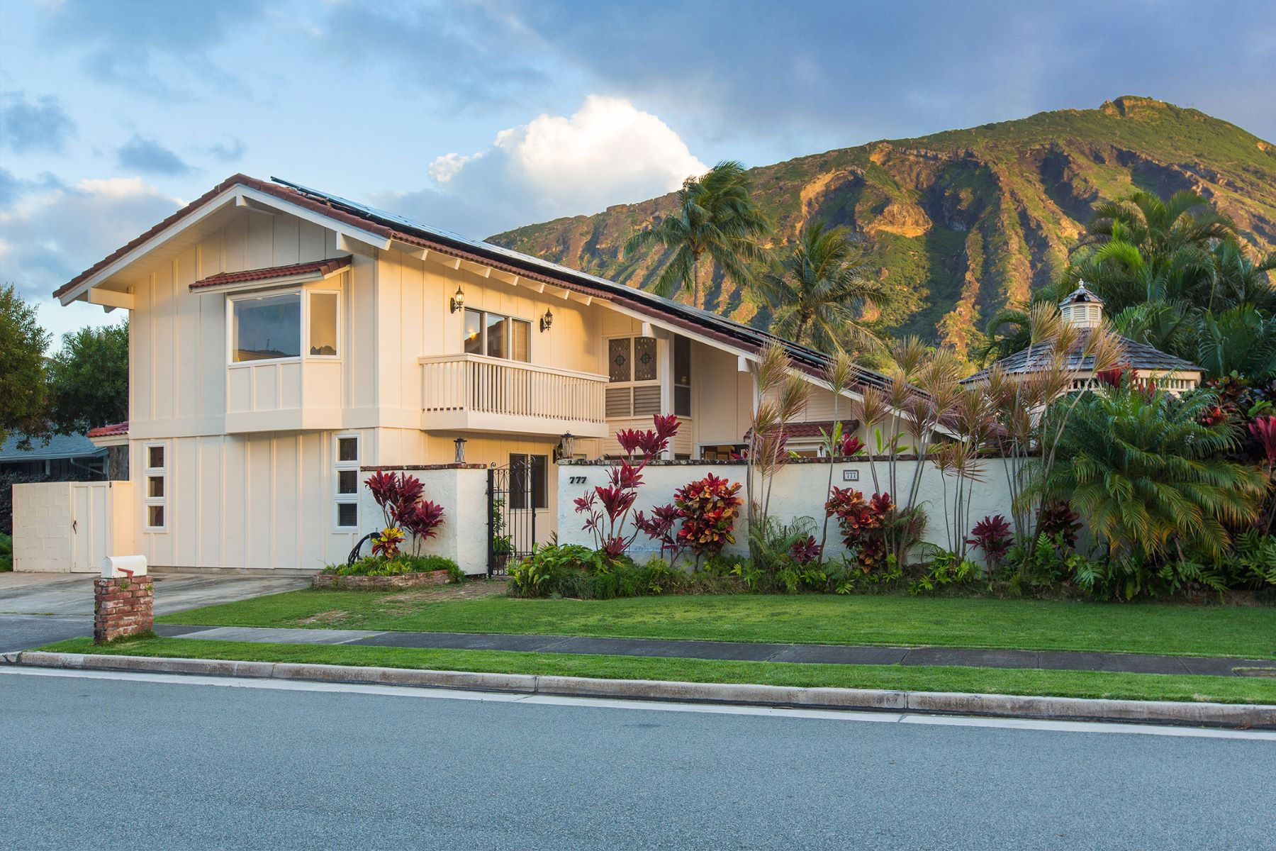 Additional photo for property listing at Sophistication & Elegance 777 Kalanipuu St Honolulu, Hawaii 96825 United States
