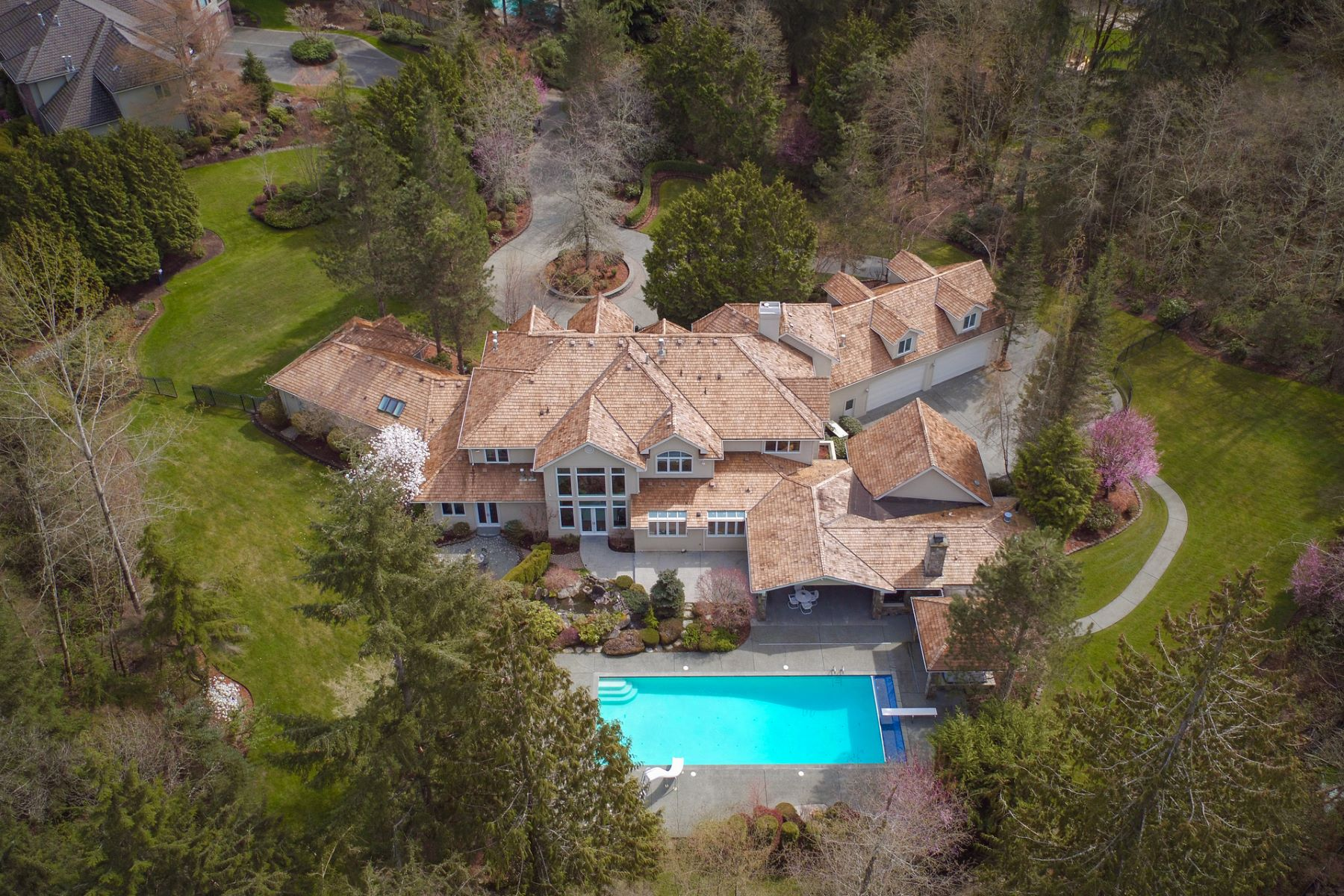 Single Family Home for Sale at Gated Estate in Lake of the Woods 21902 NE 140th Way Woodinville, Washington, 98072 United States