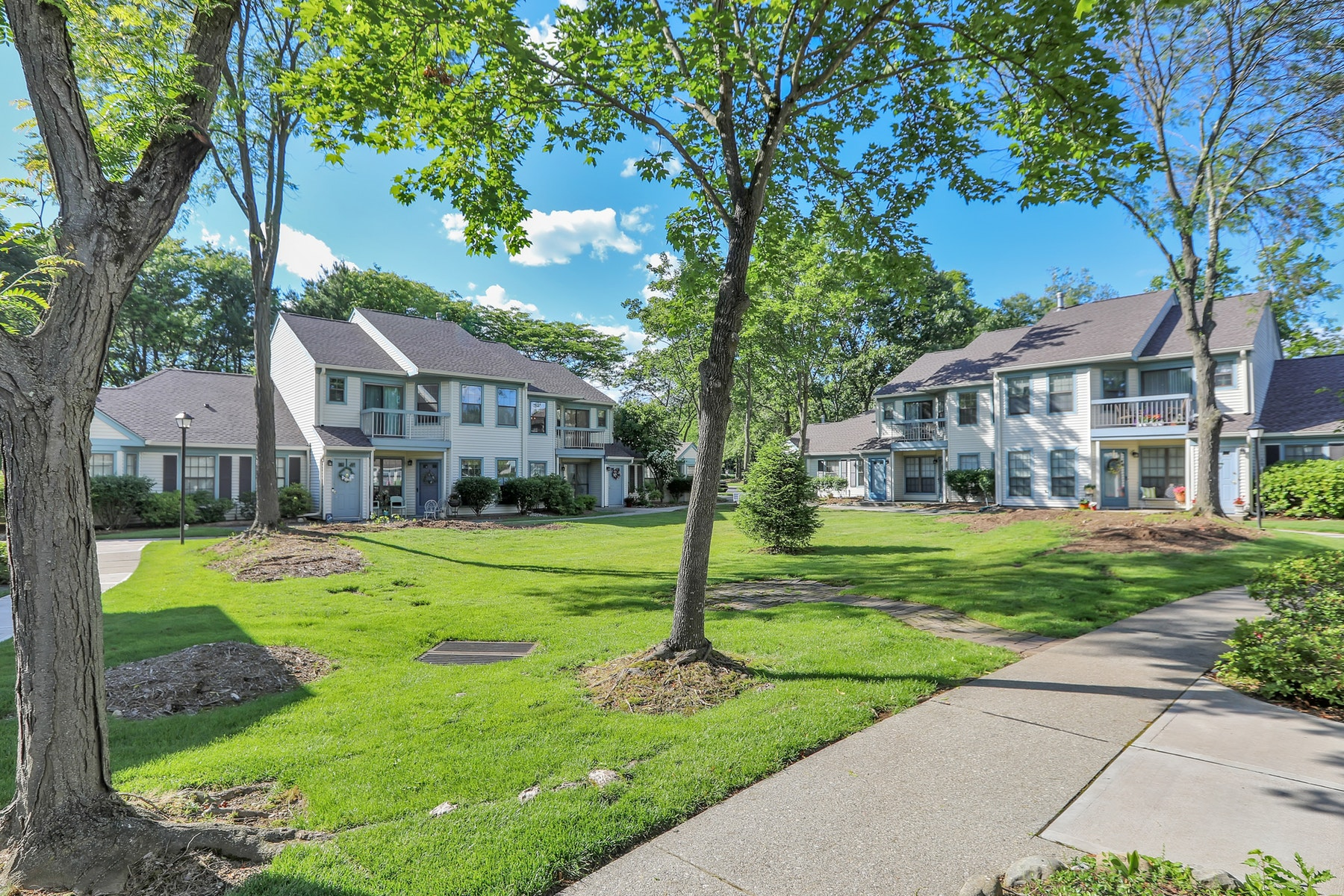 Condominiums for Sale at Pond Meadows End Unit 18 Eakens Court Pond Meadows Mahwah, New Jersey 07430 United States