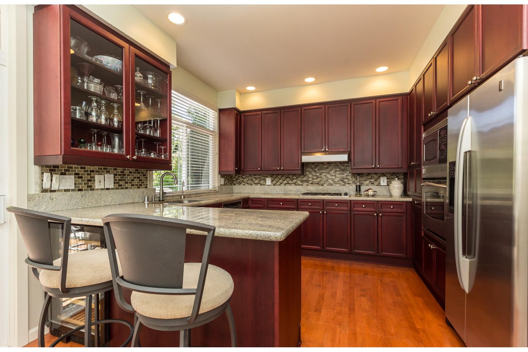 Additional photo for property listing at Downtown Kirkland Townhome 8618 113th Wy NE #26 Kirkland, Washington 98033 Estados Unidos