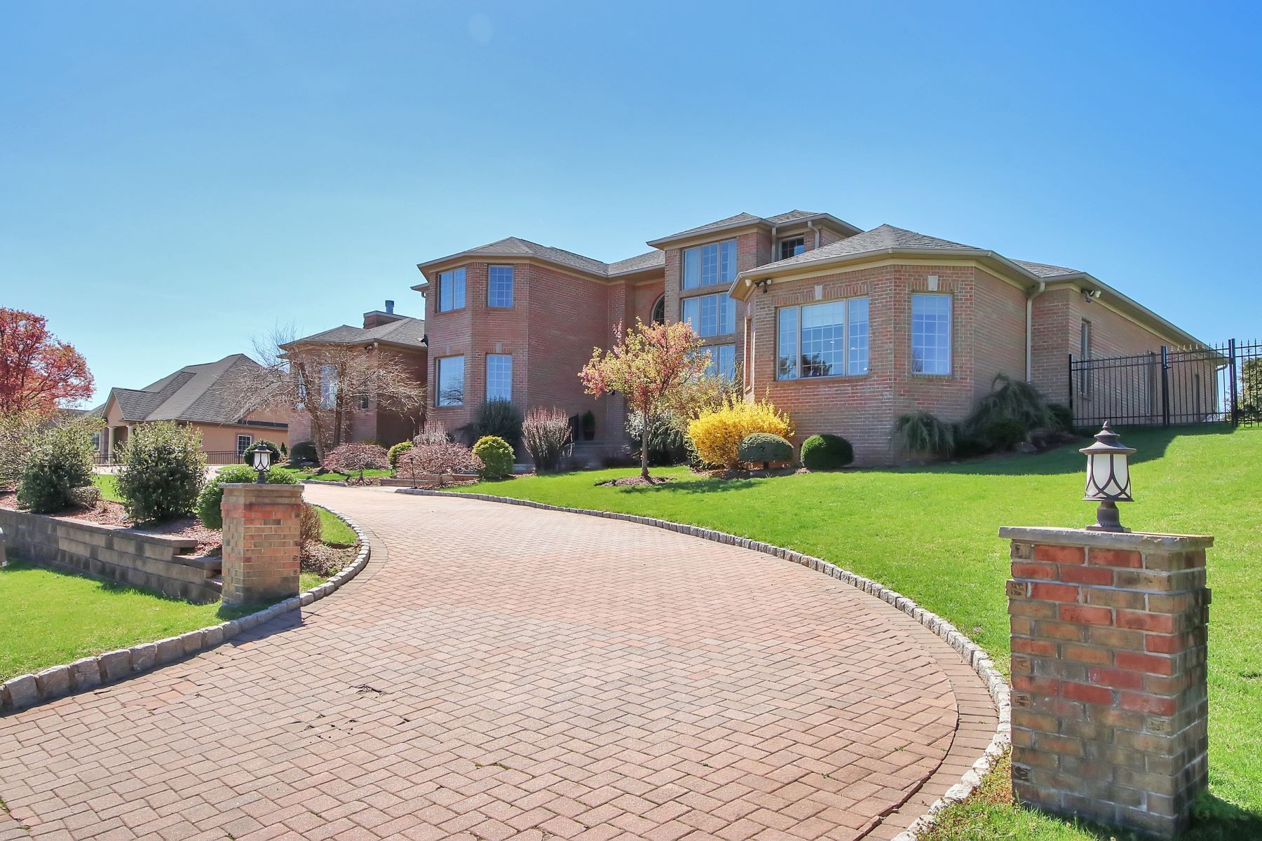 Villa per Vendita alle ore One of a Kind 39 Mountainview Ct, Totowa, New Jersey 07512 Stati Uniti