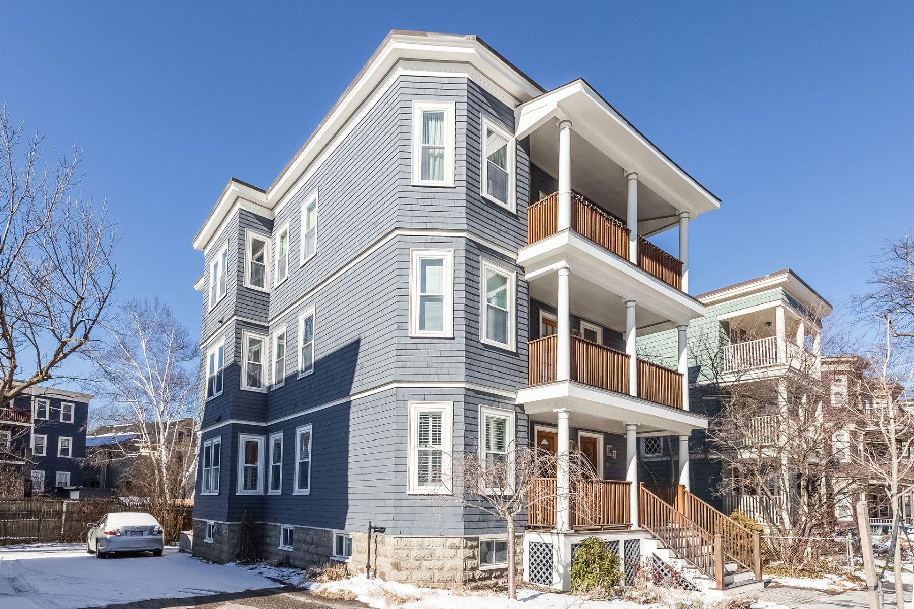 Condomínio para Venda às Huron Village Cambridge 25 Chilton St. Unit 1, Cambridge, Massachusetts, 02138 Estados Unidos