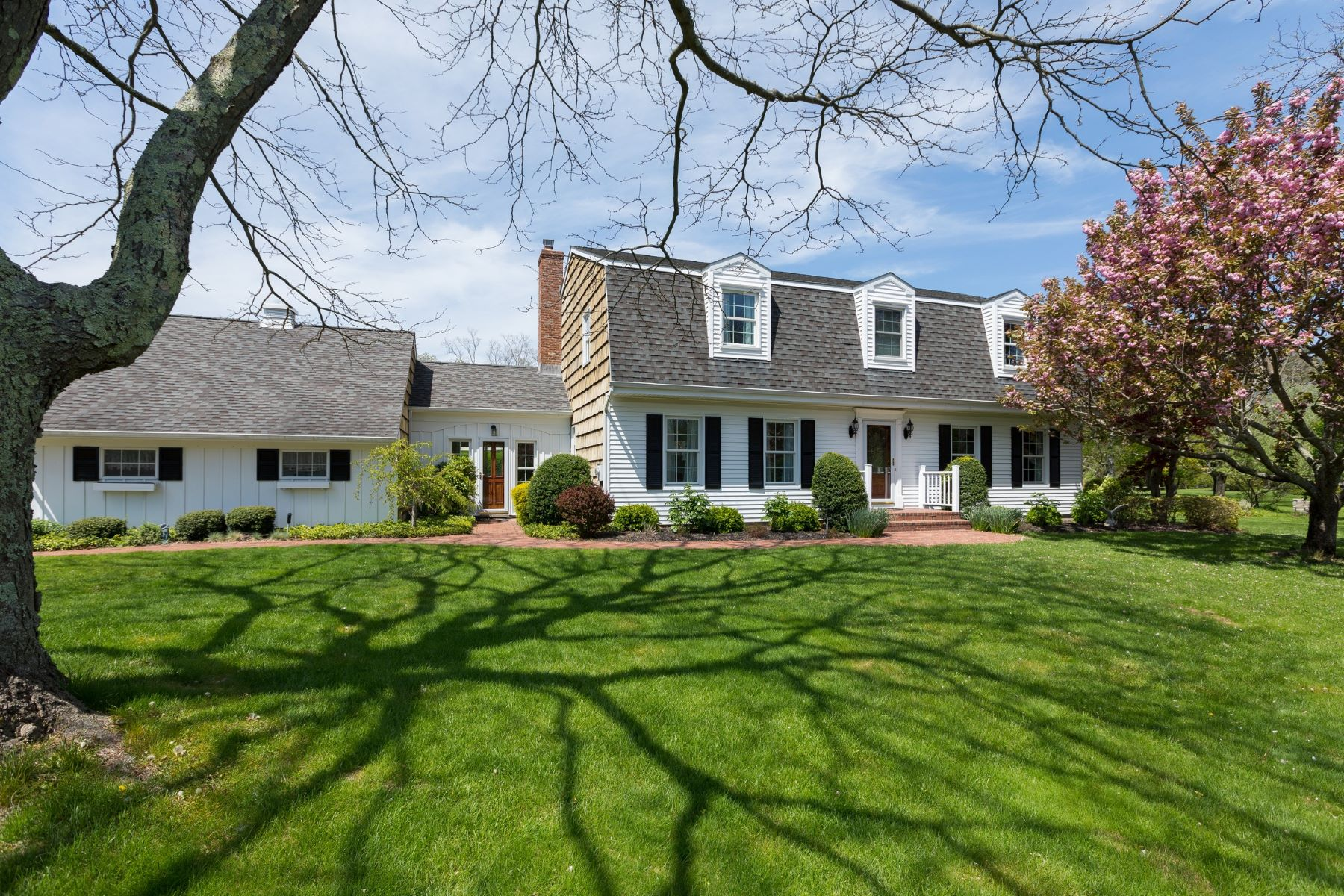 Single Family Home for Active at Southold 215 Garden Ct Southold, New York 11971 United States