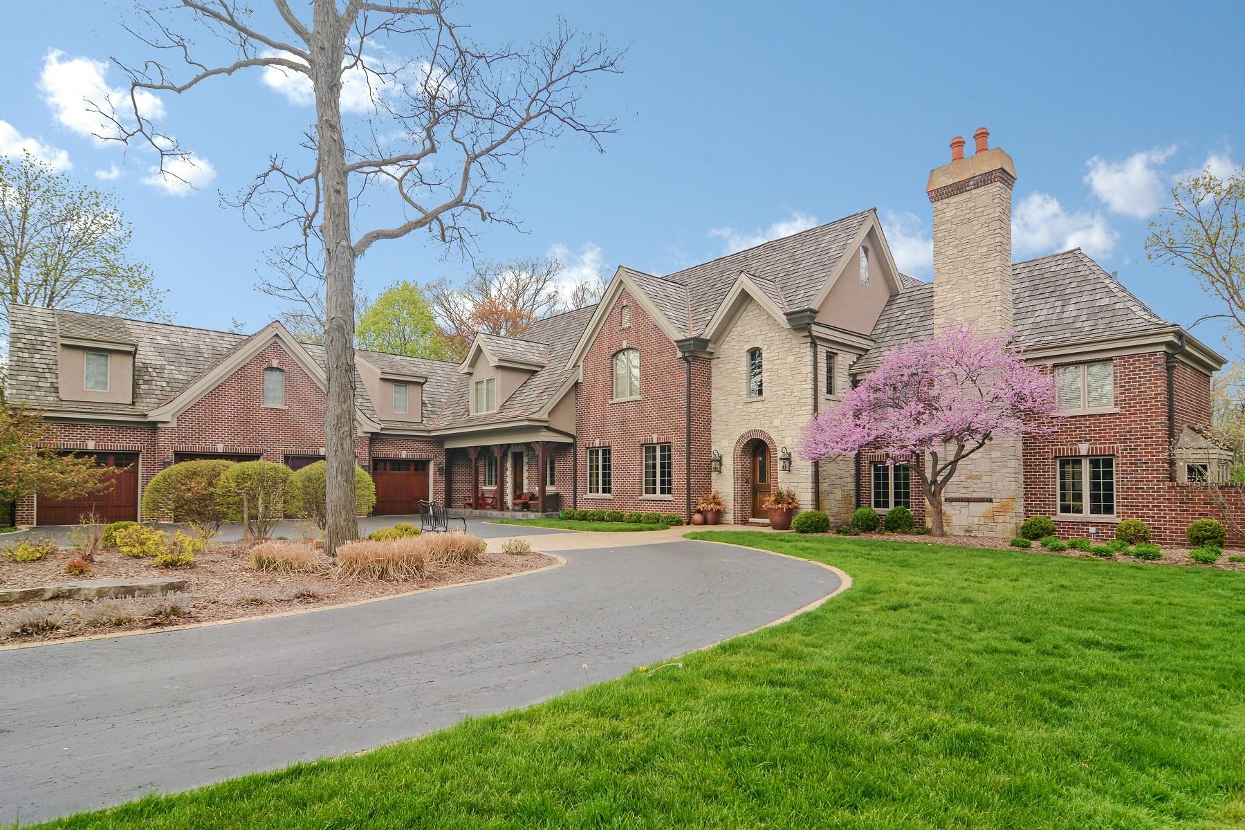 独户住宅 为 销售 在 Multi-Generation Retreat 1720 Sunset Lane 班诺克本, 伊利诺斯州, 60015 美国