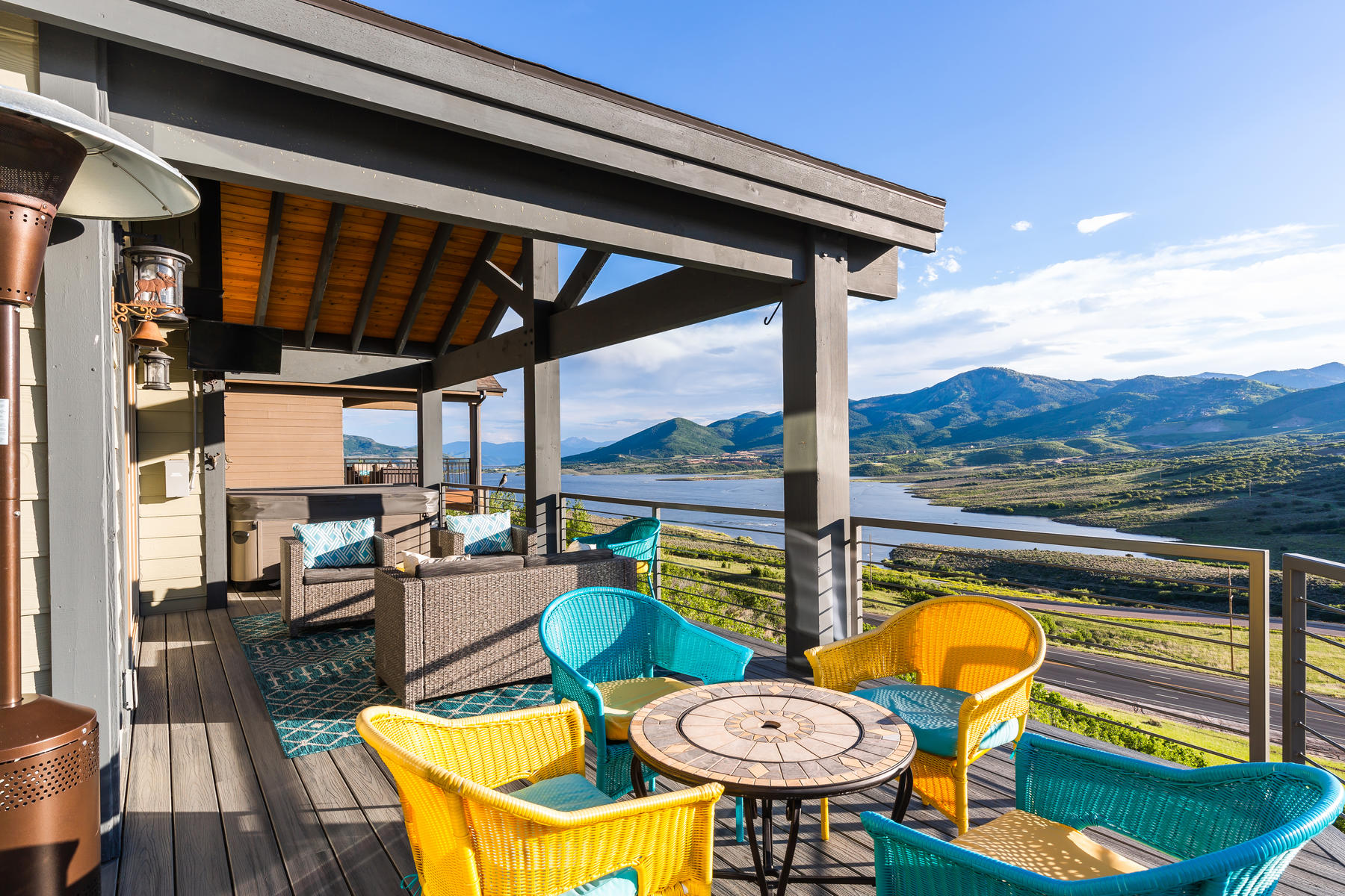 Single Family Homes 为 销售 在 Panoramic Mountain and Lake Views with Main Level Living 12393 N Ross Creek Drive Kamas, 犹他州 84036 美国