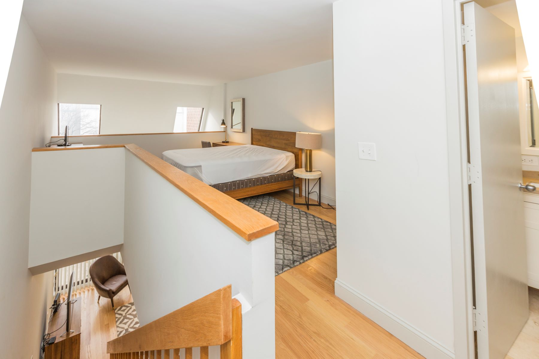Additional photo for property listing at One Bedroom Condo Available for Rent - Heart of Princeton 33 Witherspoon Street, Unit 1, Princeton, New Jersey 08542 United States