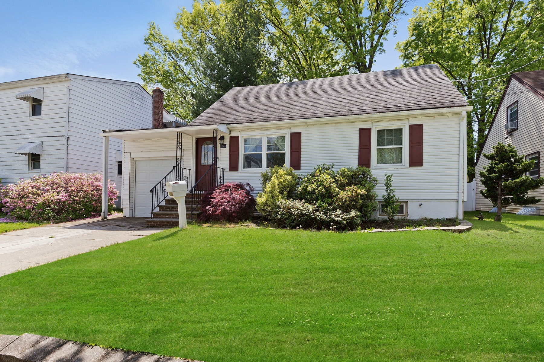 Single Family Homes for Sale at Charming Cape in a Great Location 37 Willry Street Woodbridge, New Jersey 07095 United States