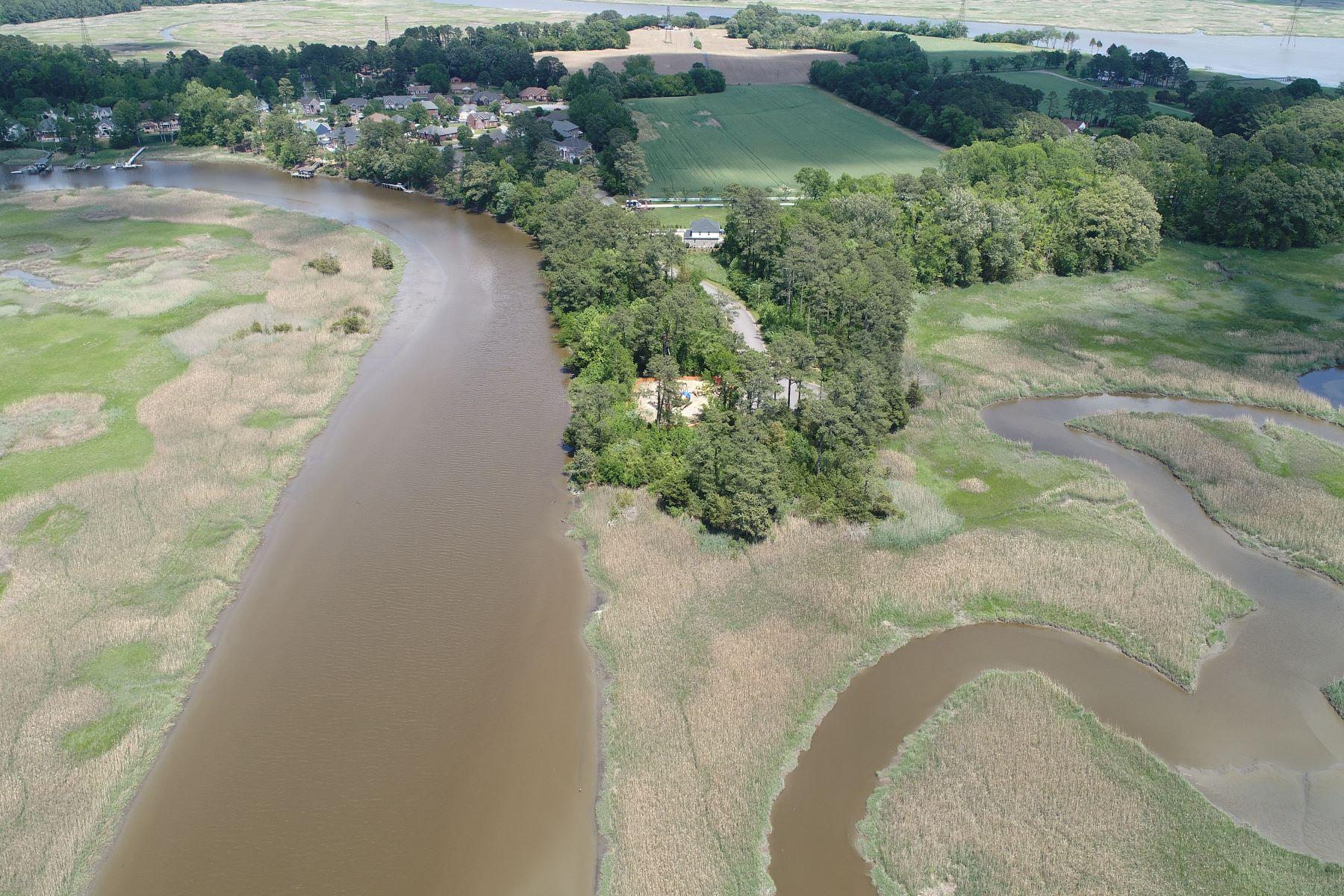 Terrain pour l Vente à RIVERSIDE ESTATES 5064 Riverfront Drive Suffolk, Virginia 23434 États-Unis