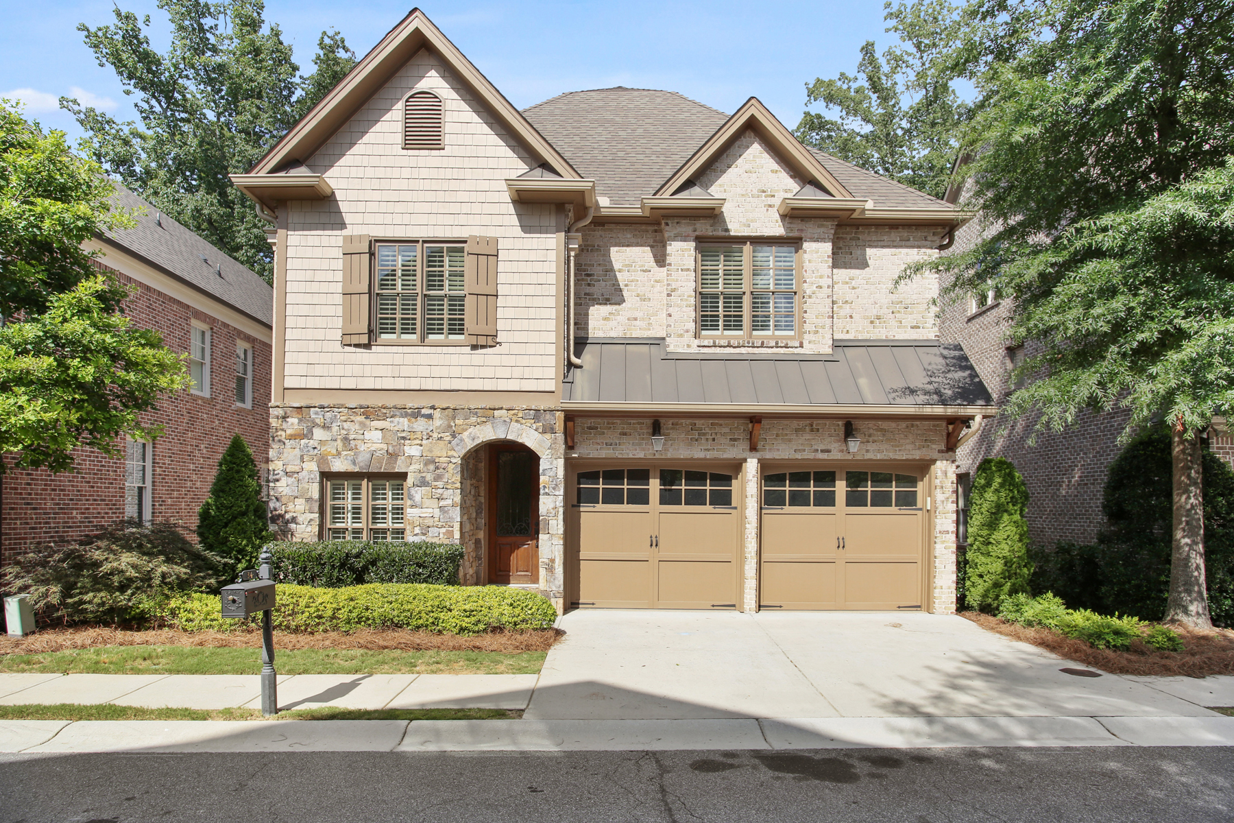 Property のために 売買 アット Impeccable Custom Home In The Heart of Sandy Springs 34 High Top Circle, Sandy Springs, ジョージア 30328 アメリカ