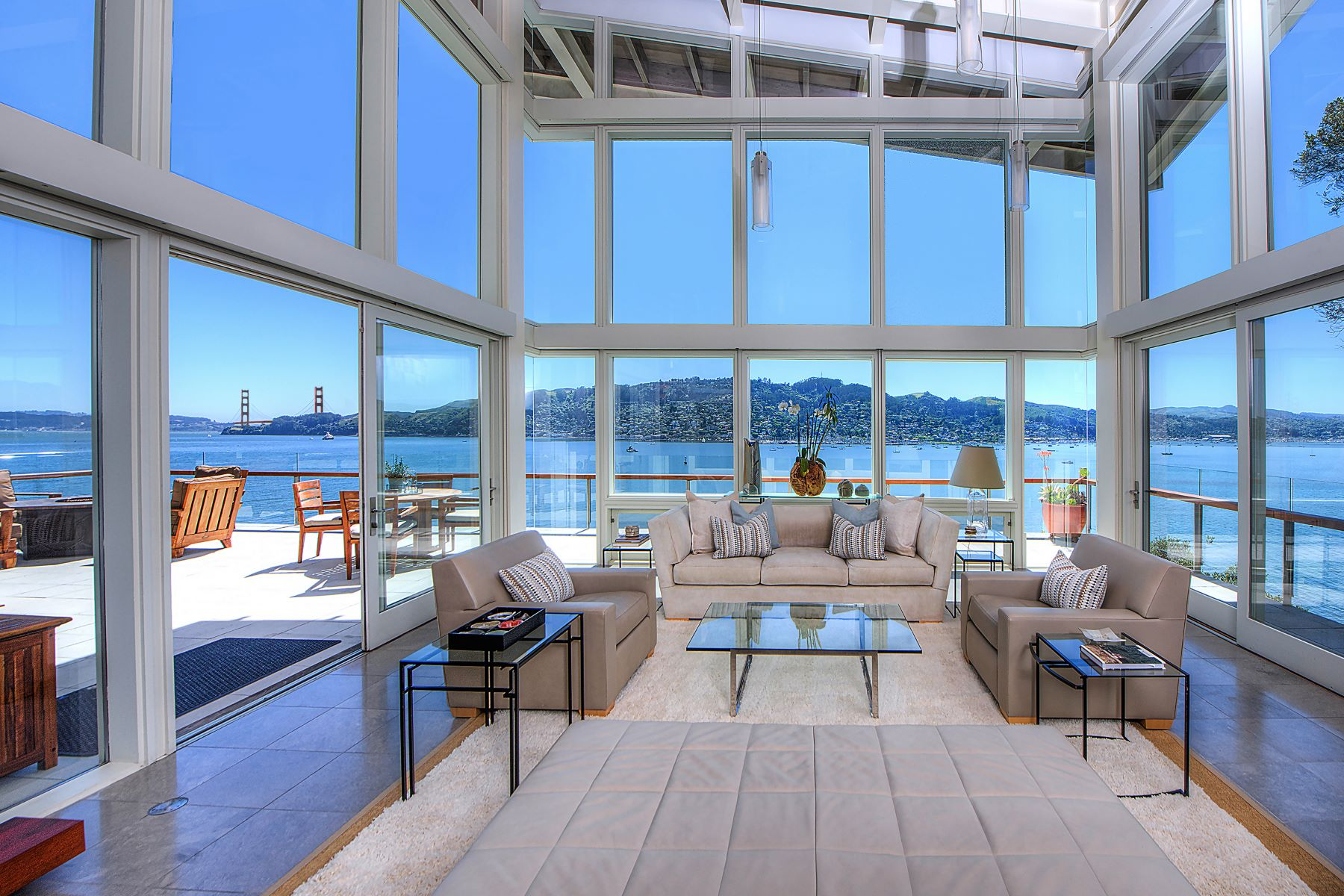 واحد منزل الأسرة للـ Sale في Cliffside Contemporary 8 Cliff Road Belvedere, California 94920 United States