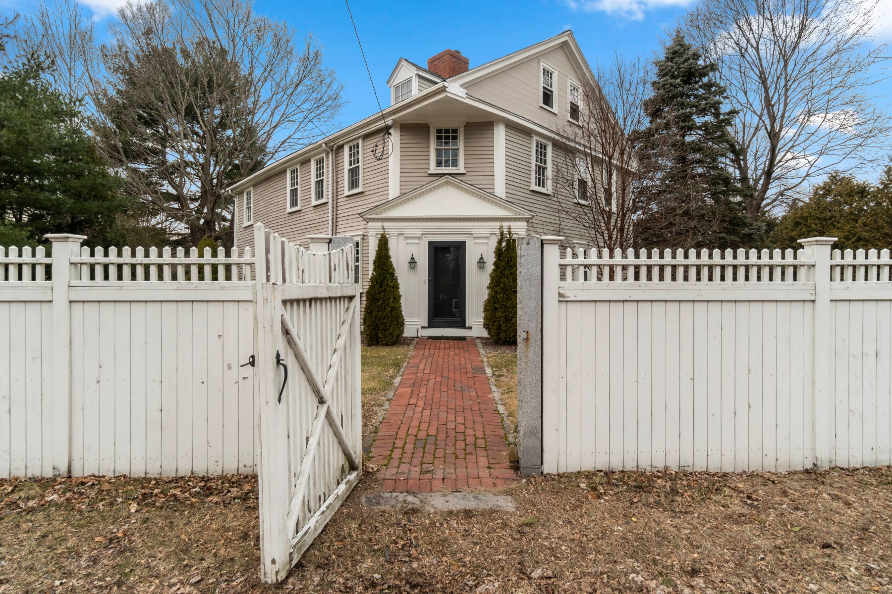 Single Family Homes 为 销售 在 927 High St., Dedham 927 High Street 戴德姆, 马萨诸塞州 02026 美国