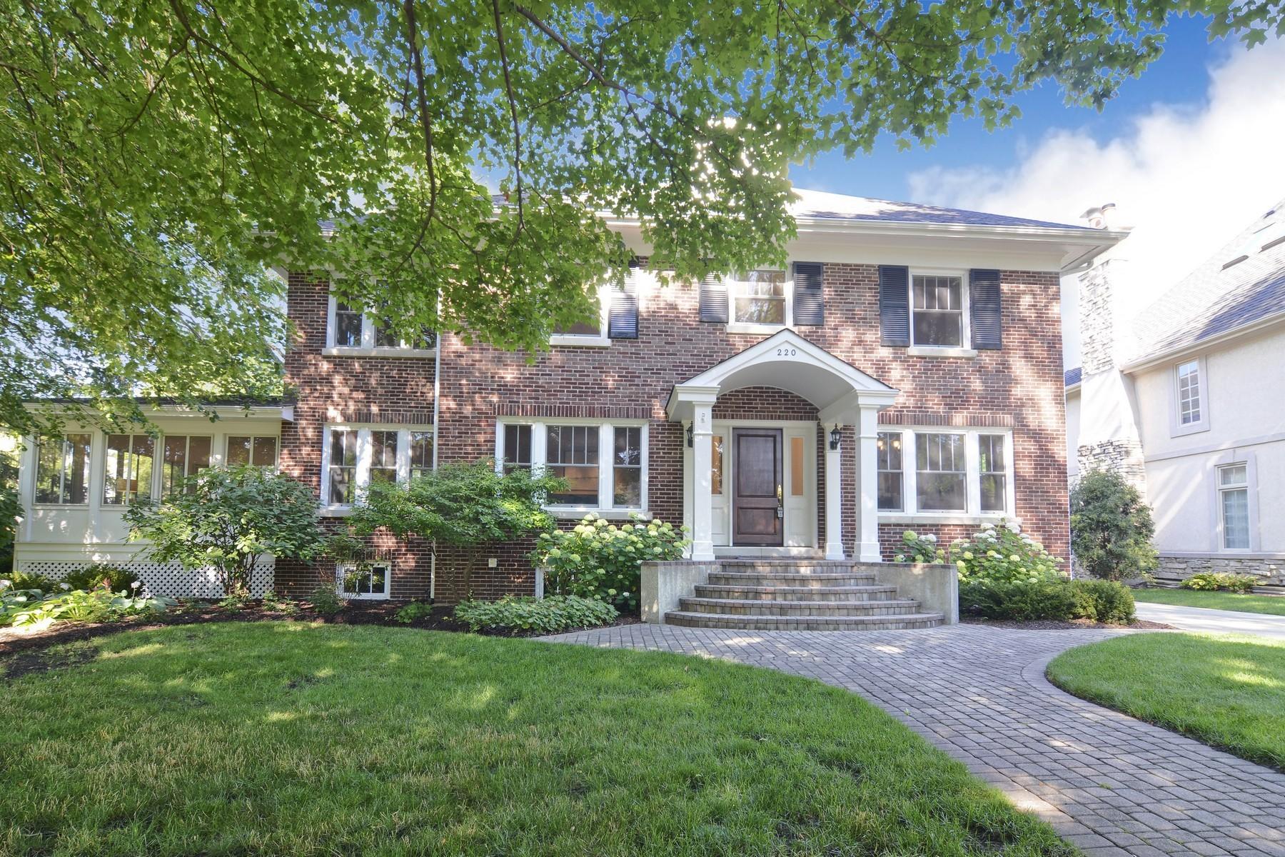 Casa para uma família para Venda às 220 N Lincoln 220 N. Lincoln Hinsdale, Illinois, 60521 Estados Unidos