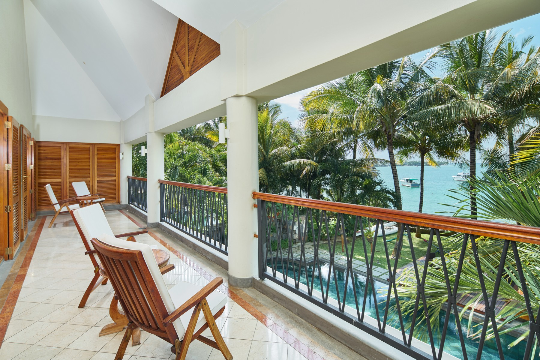 Additional photo for property listing at Luxury Family Waterfront Villa in Grand Baie Grand Baie, Riviere Du Rempart Maurice