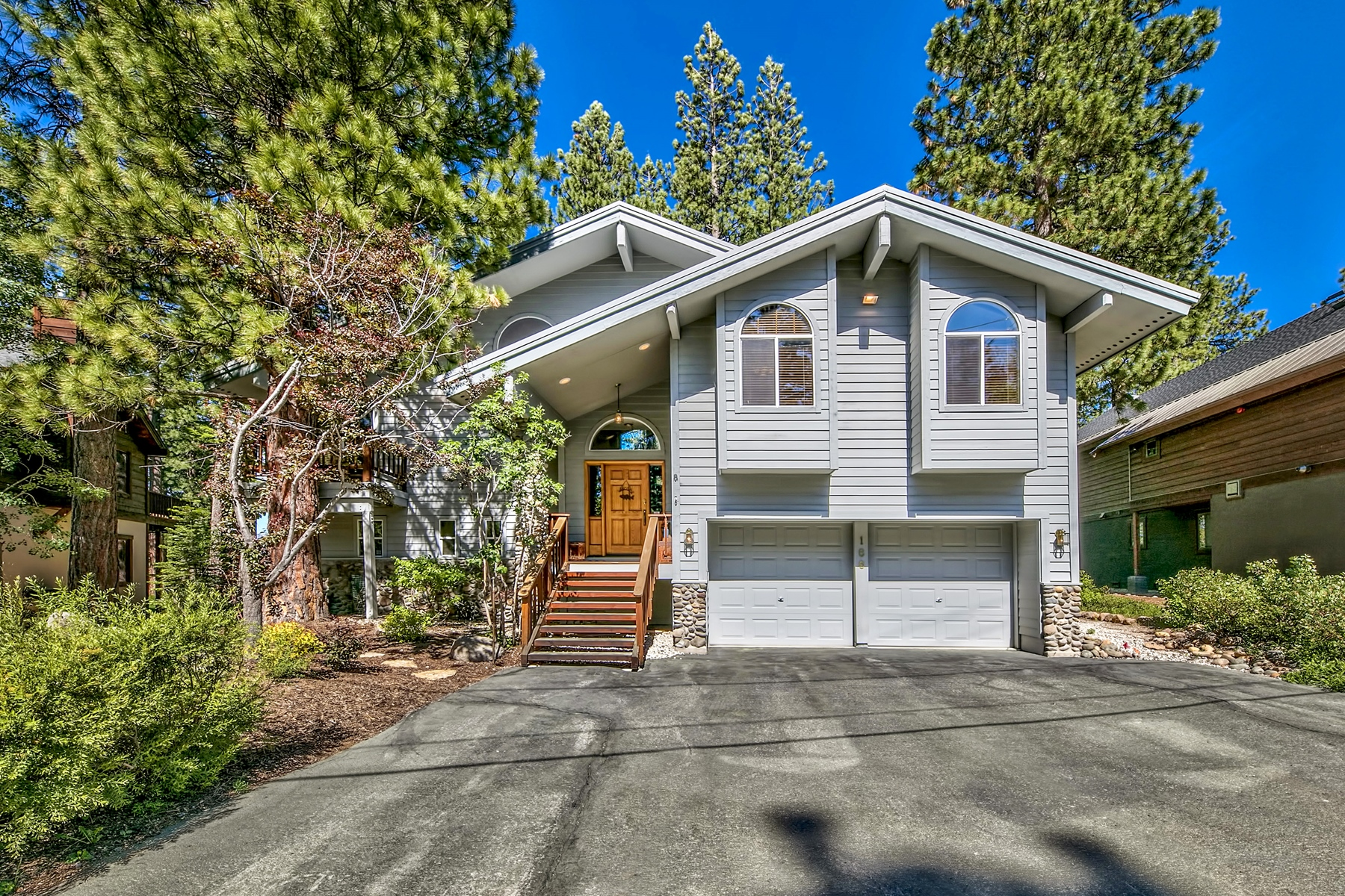 Single Family Homes for Active at 166 Roundridge Rd. Tahoe City, Ca 96145 166 Roundridge Rd. Tahoe City, California 96145 United States