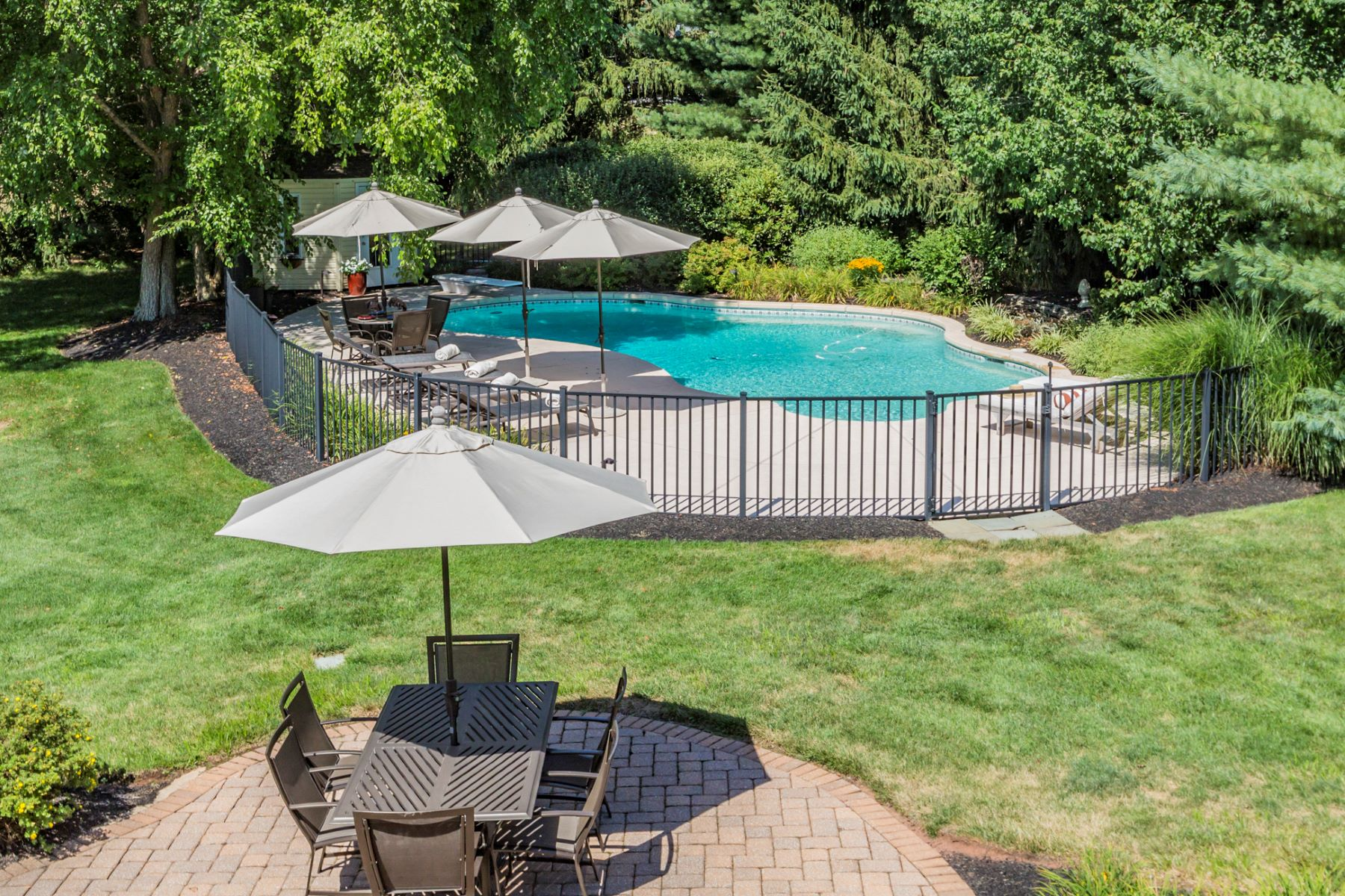 Additional photo for property listing at Beautiful and Spacious Inside and Out 15 Conover Court, Belle Mead, New Jersey 08502 United States