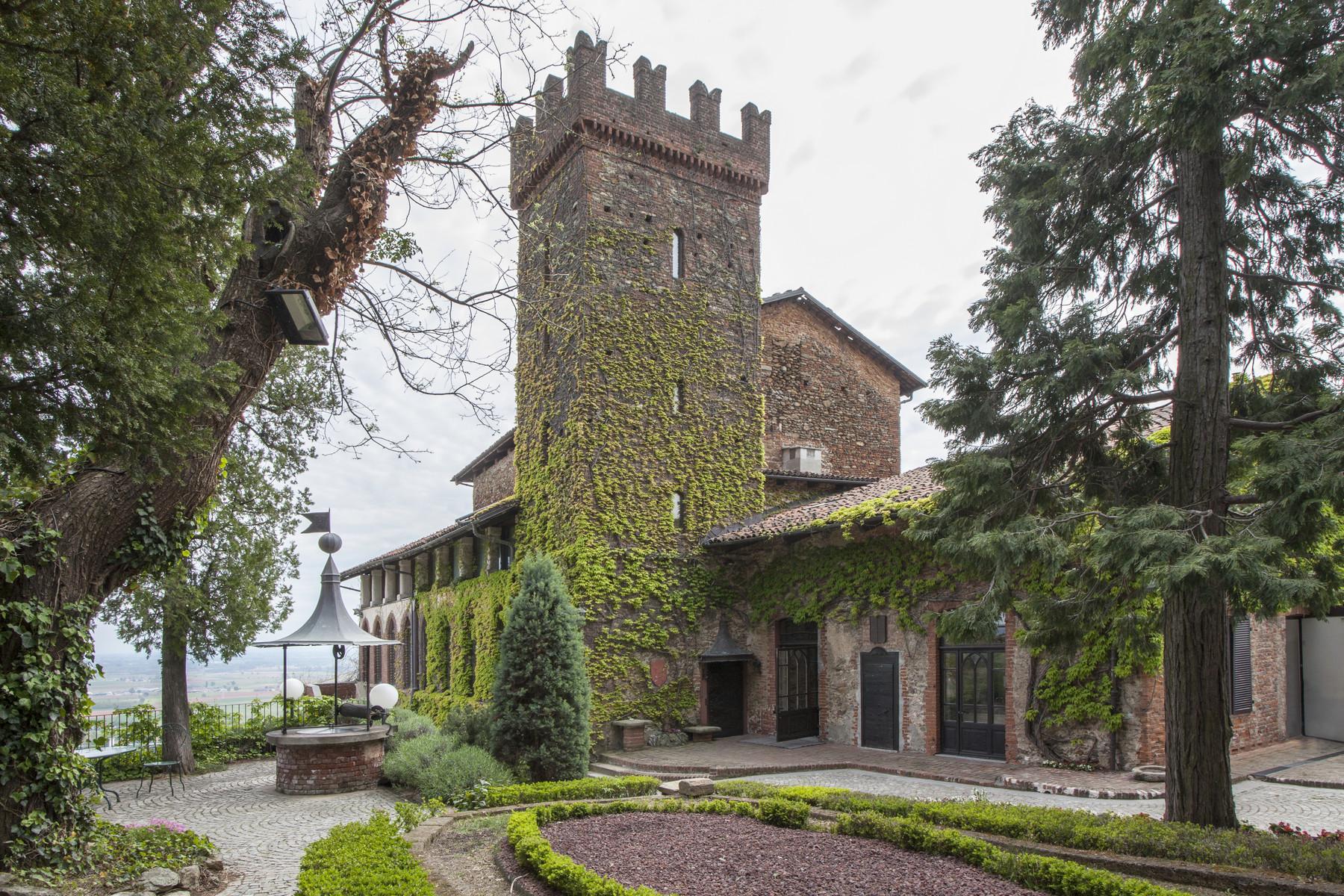 Villa per Vendita alle ore Monumentale castello domina la campagna piemontese Via Rapida ai Castelli Piossasco, Torino 10045 Italia