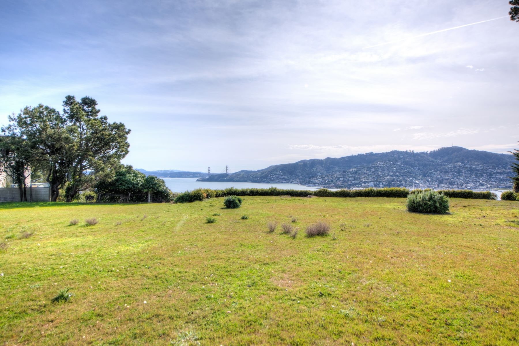 Additional photo for property listing at Prime Belvedere Dream 12 Crest Rd Belvedere, California 94920 United States
